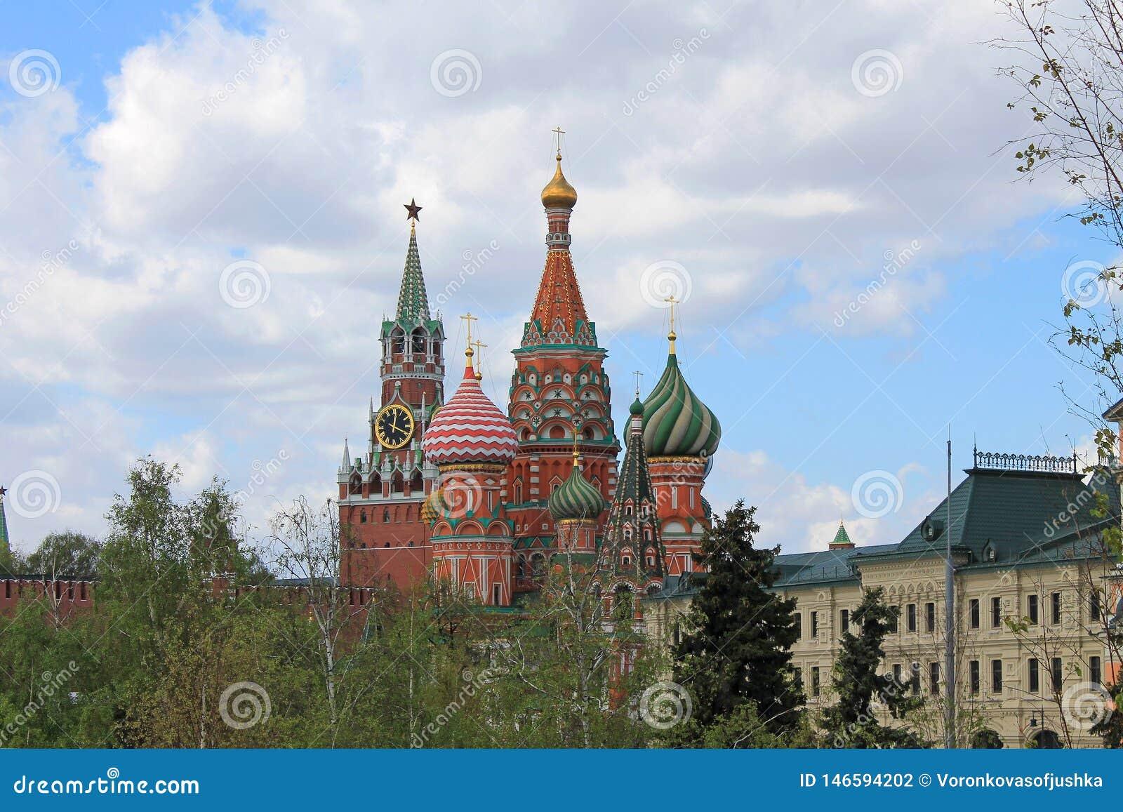 St basila Kremlowski Spasskaya i katedra g?rujemy na placu czerwonym w Moskwa Rosja