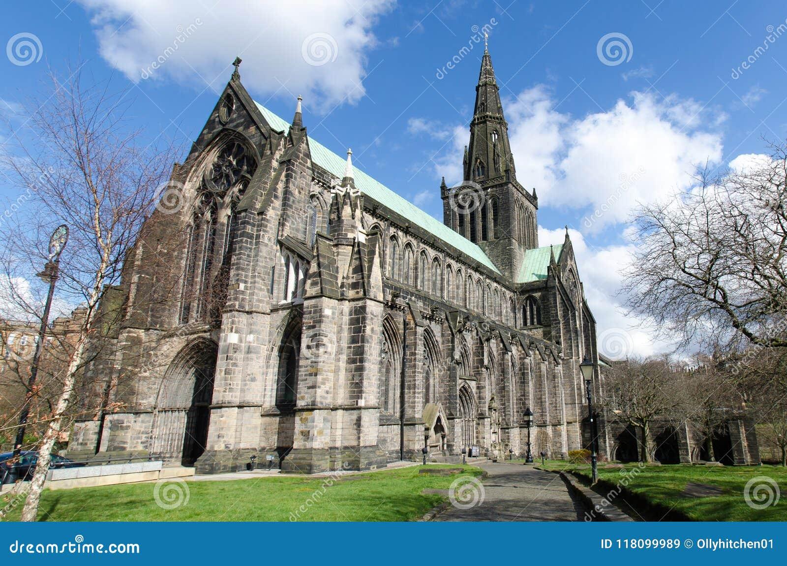 St de kathedraal van de Mungo in Glasgow, Schotland, op mooie zonnig