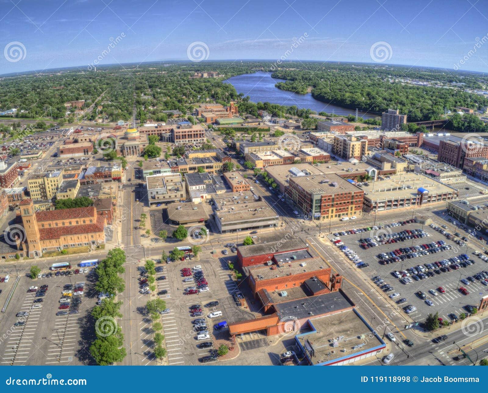 St de Wolk is een Stad in Centraal Minnesota op de Rivier van de Mississippi met een Universiteit