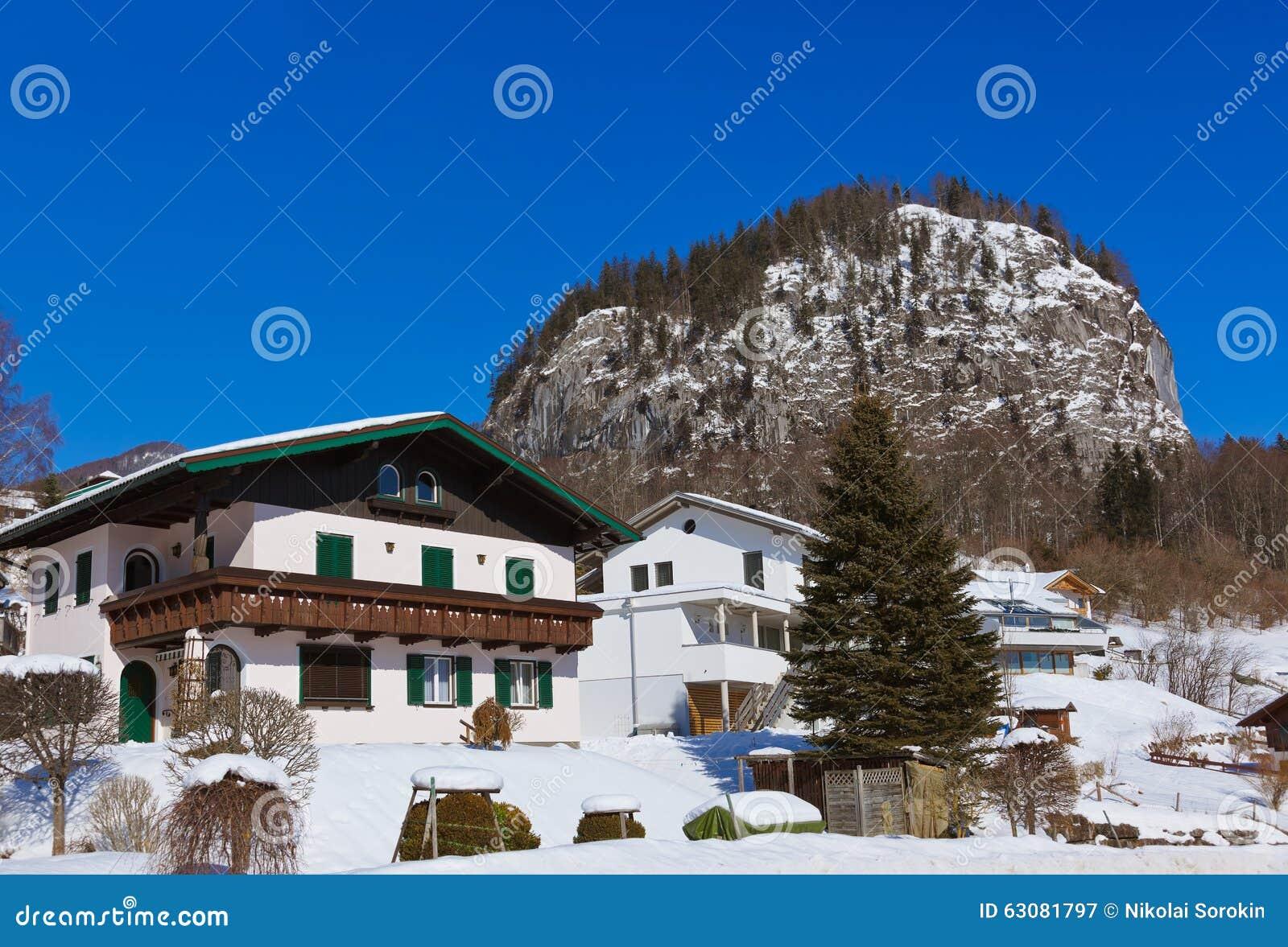 Download St Gilgen Autriche De Station De Sports D'hiver De Montagnes Image stock - Image du montagnes, fond: 63081797