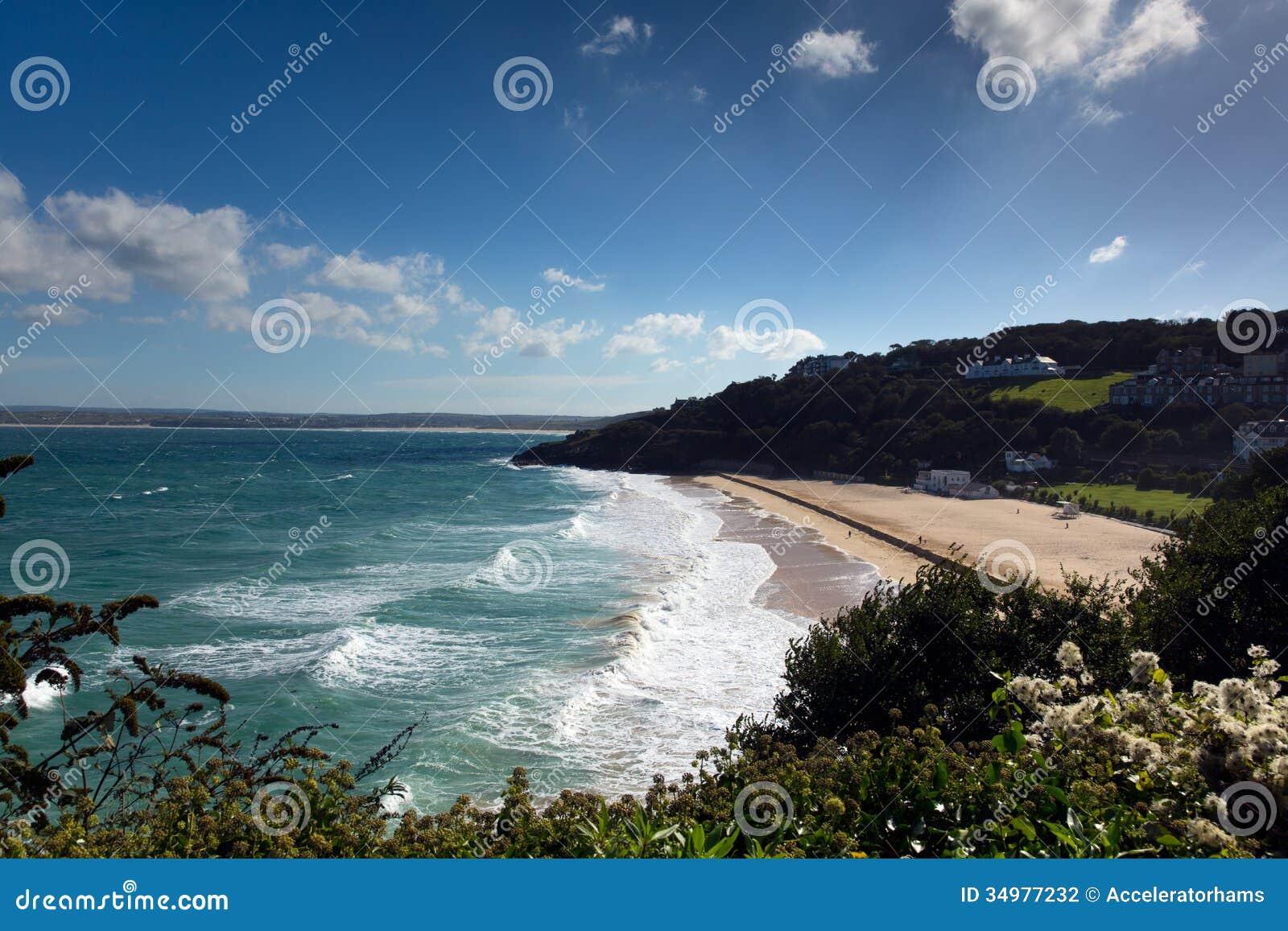 St Ives Cornwall England de la playa de Porthminster con las ondas del blanco y mar y cielo azules