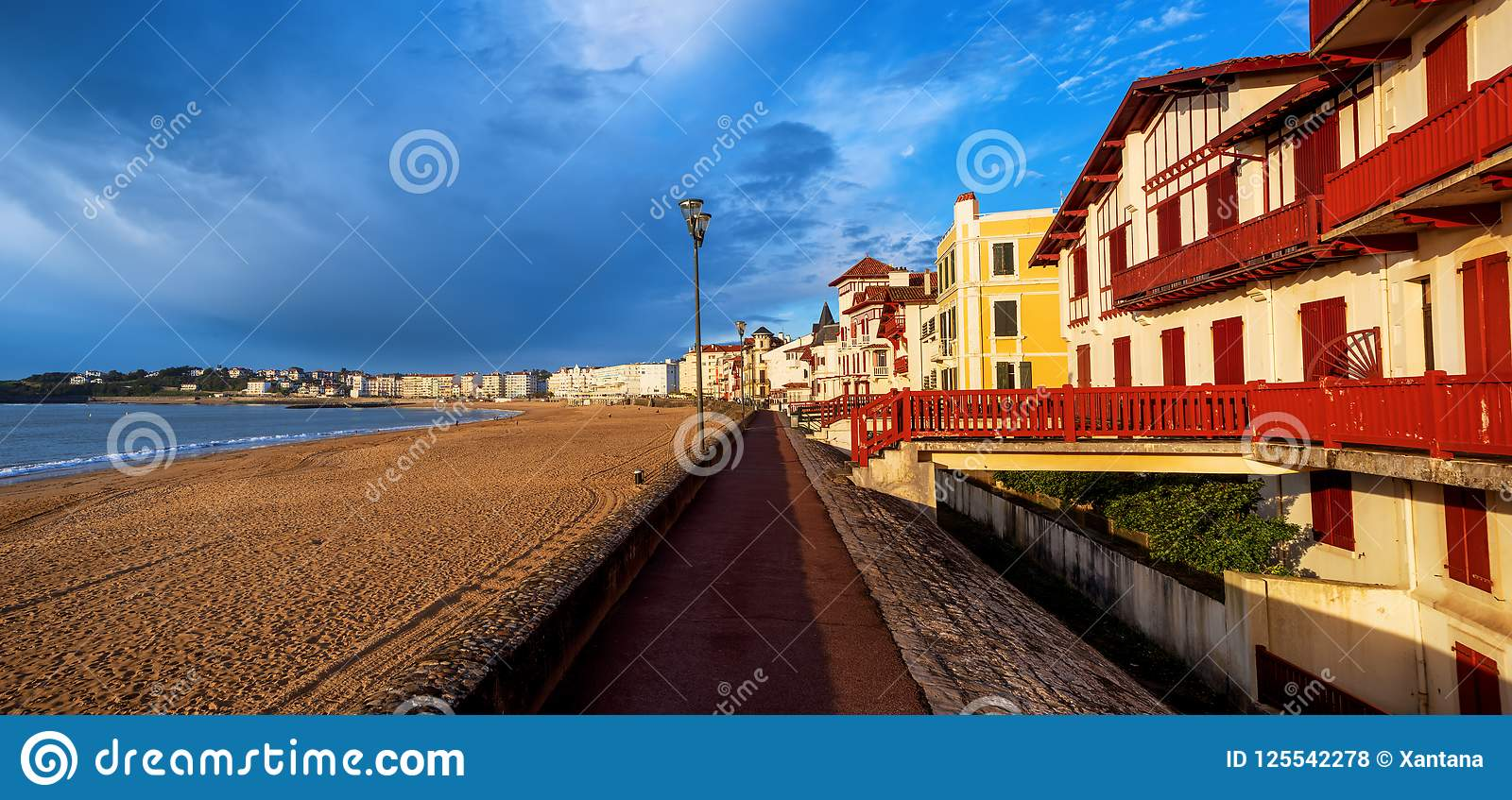 St Jean De Luz, dennej strony piaska plaża, Francja