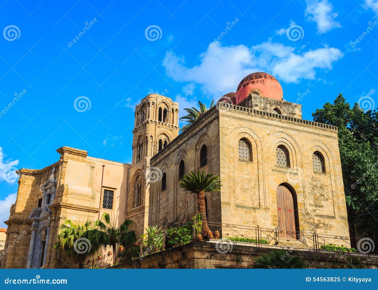 St John de l église d ermites à Palerme sicily église montrant des éléments d architecture bizantine, arabe et normande