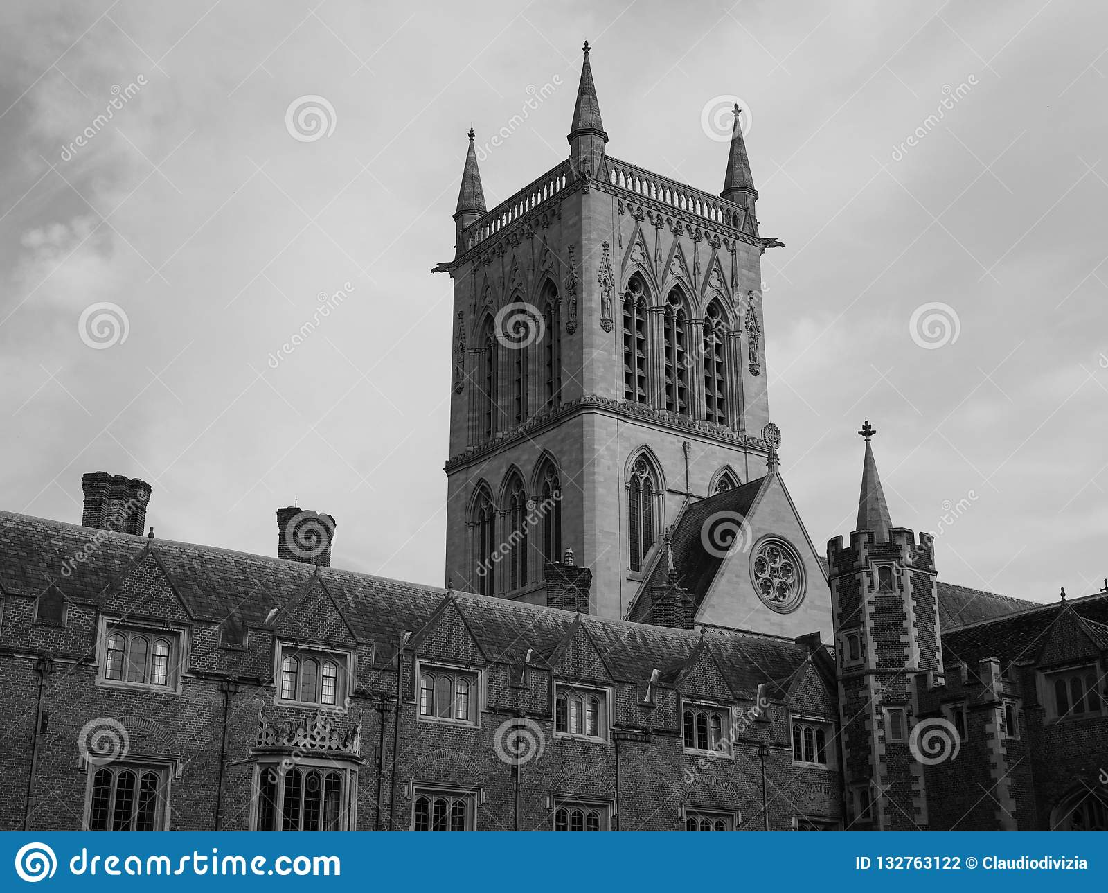 St John Universiteits Eerste Hof in Cambridge in zwart-wit