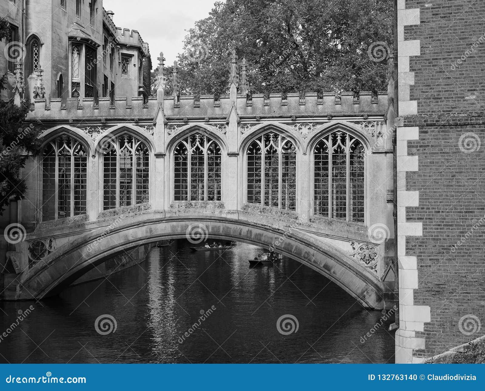St John Universiteitsbrug van Sighs in Cambridge in zwart-wit
