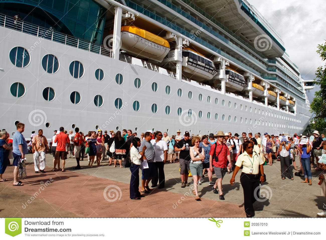 St lucia cruise ship passengers editorial image image for Passengers spaceship
