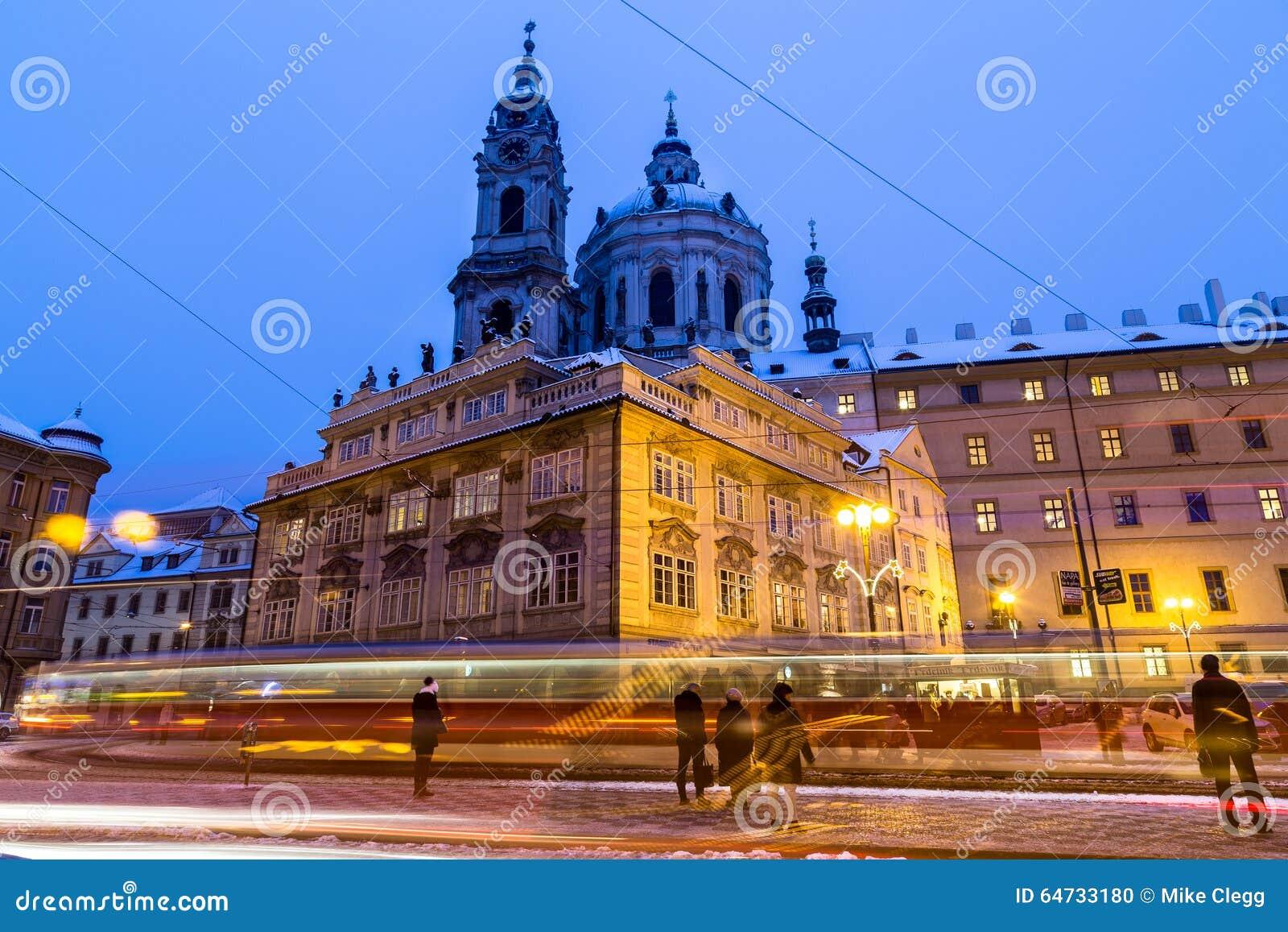 St Nicholas Church a Praga al crepuscolo