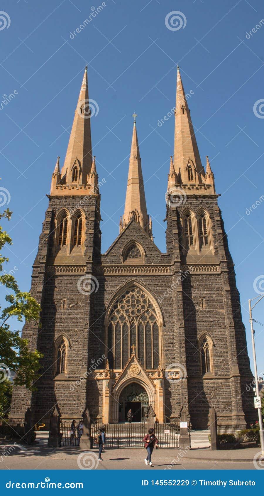 St Patrick Cathedral no verão