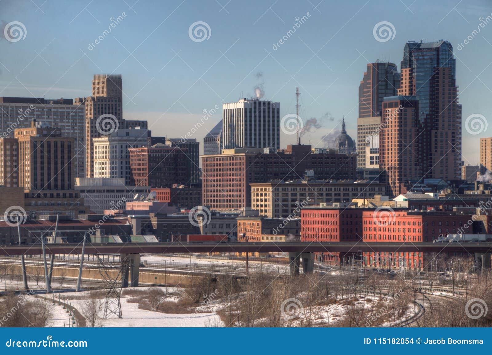 St Paul is het Capitool van, en binnen Major City, de Staat van Minn