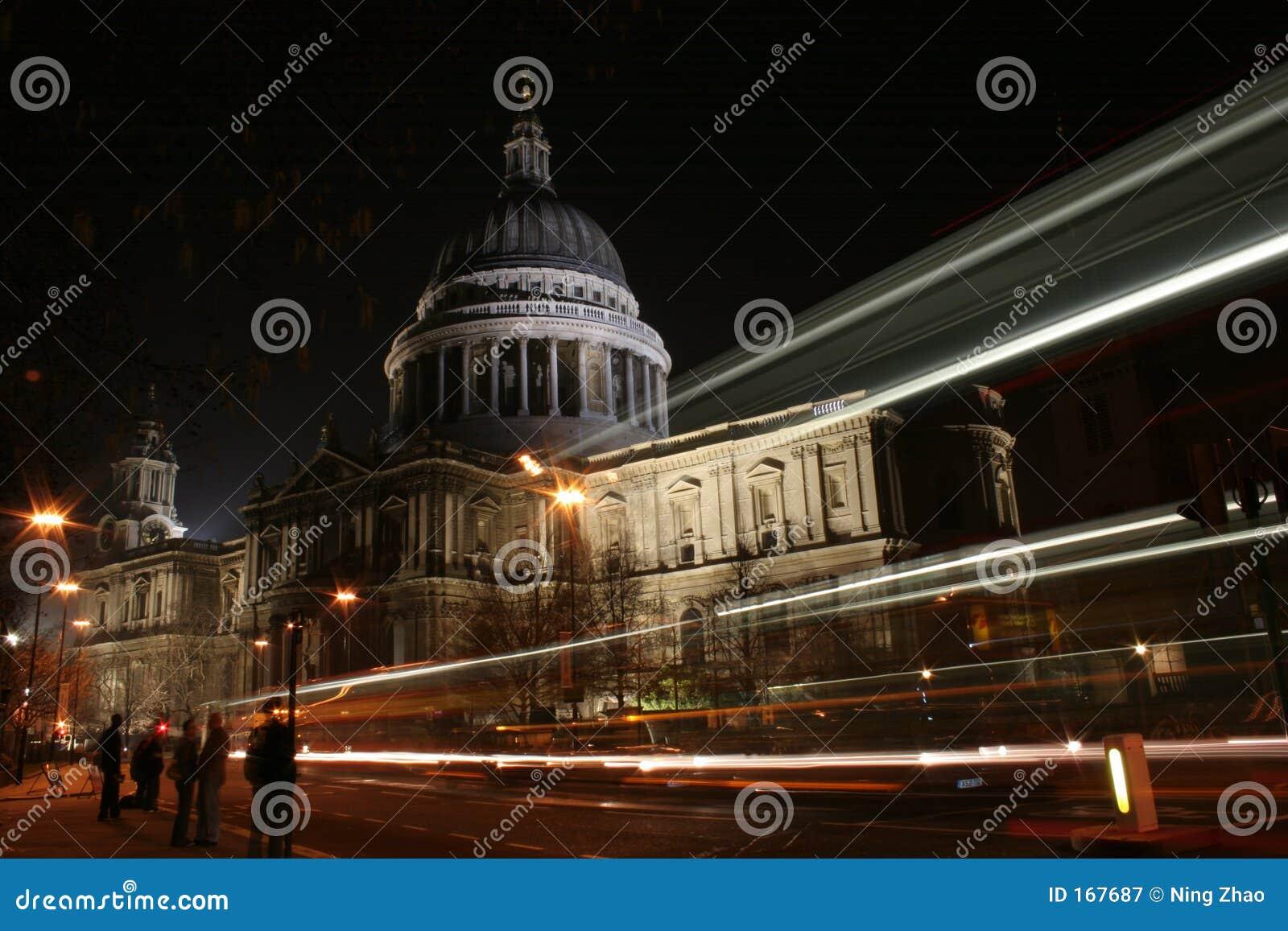 St Pauls Kathedraal bij Nacht