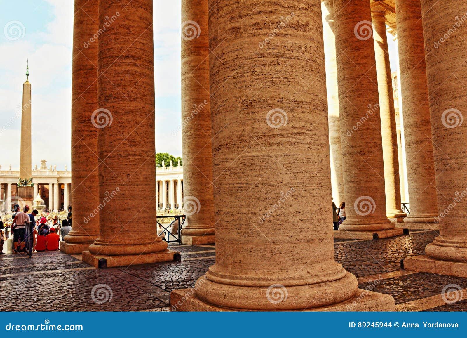 St Peter ` s kwadrata kolumnada Watykański Rzym Włochy