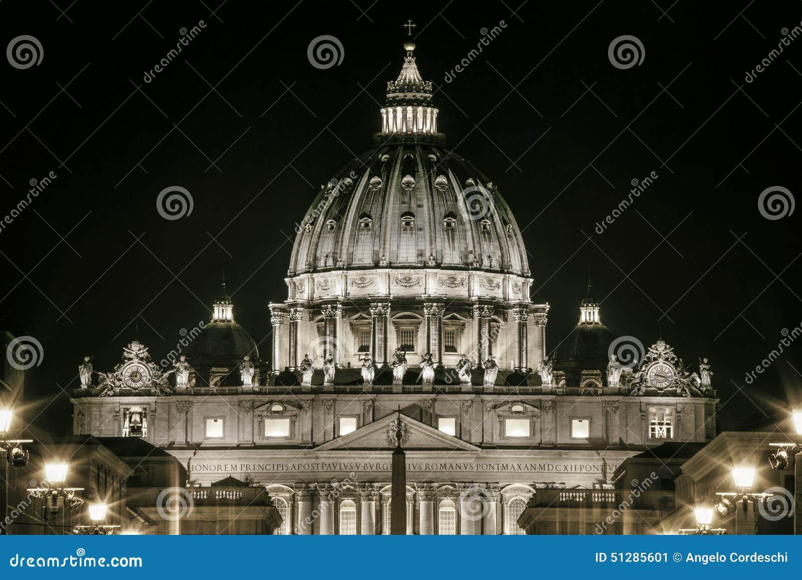 St Peters Dome Basilica em Roma, Itália Assento papal Cidade do Vaticano