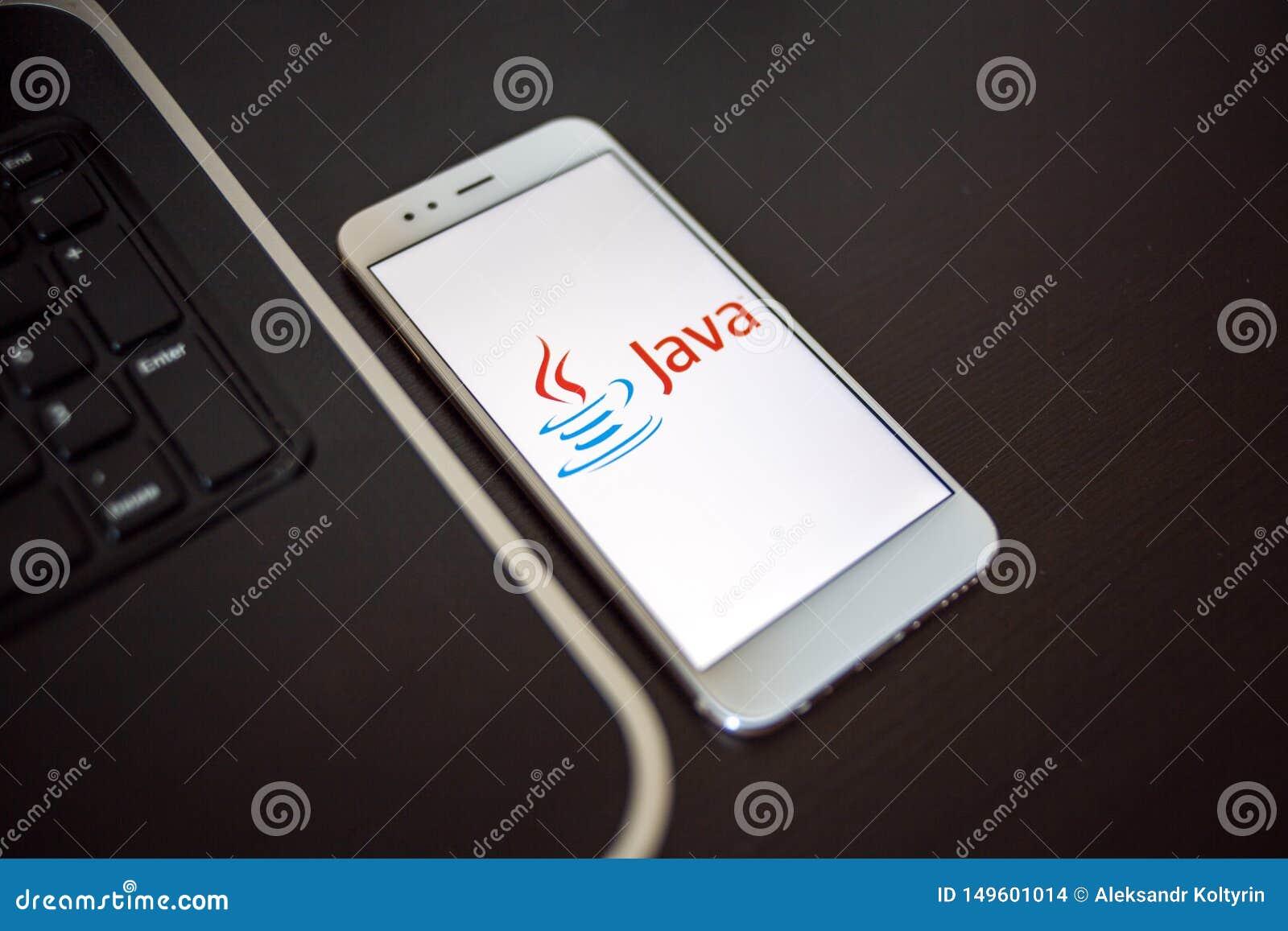ST PETERSBOURG, RUSSIE - 16 MAI 2019 : Langage de programmation Java pour le développement mobile, concept