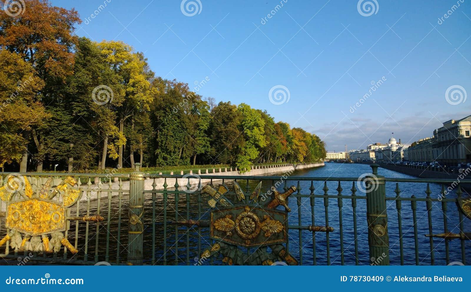 St Petersburg i hösten