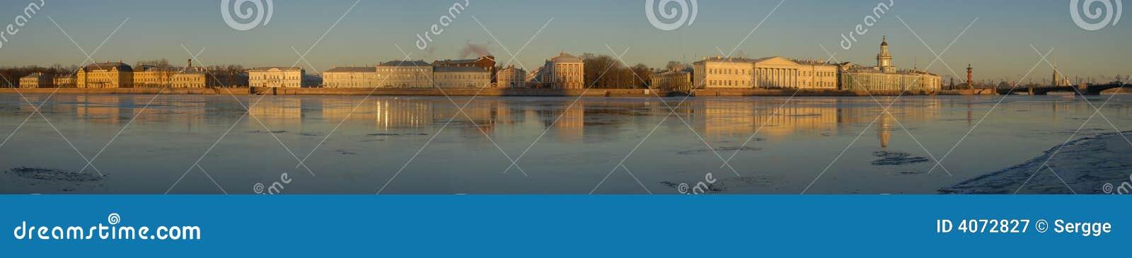 St Petersburg. Panorama bonito