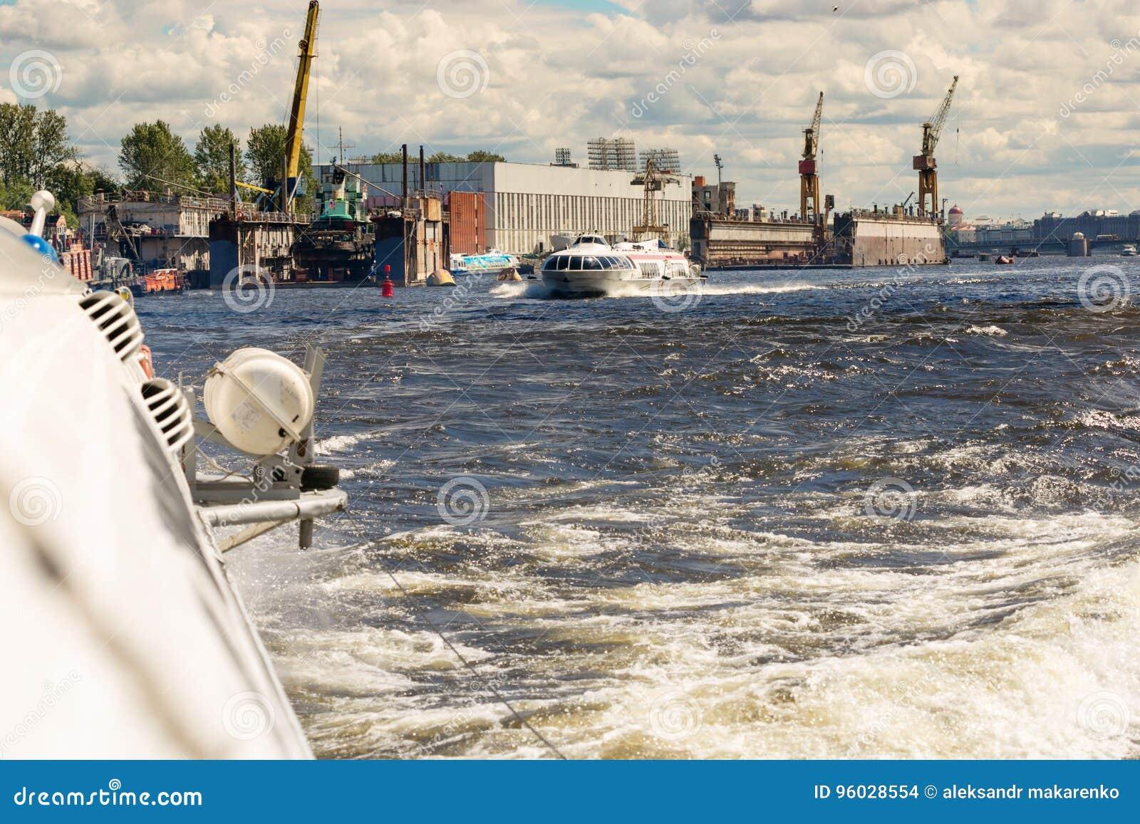 St Petersburg Rosja, Czerwiec, - 28, 2017: Szybkościowy hydrofoil statek w St Petersburg