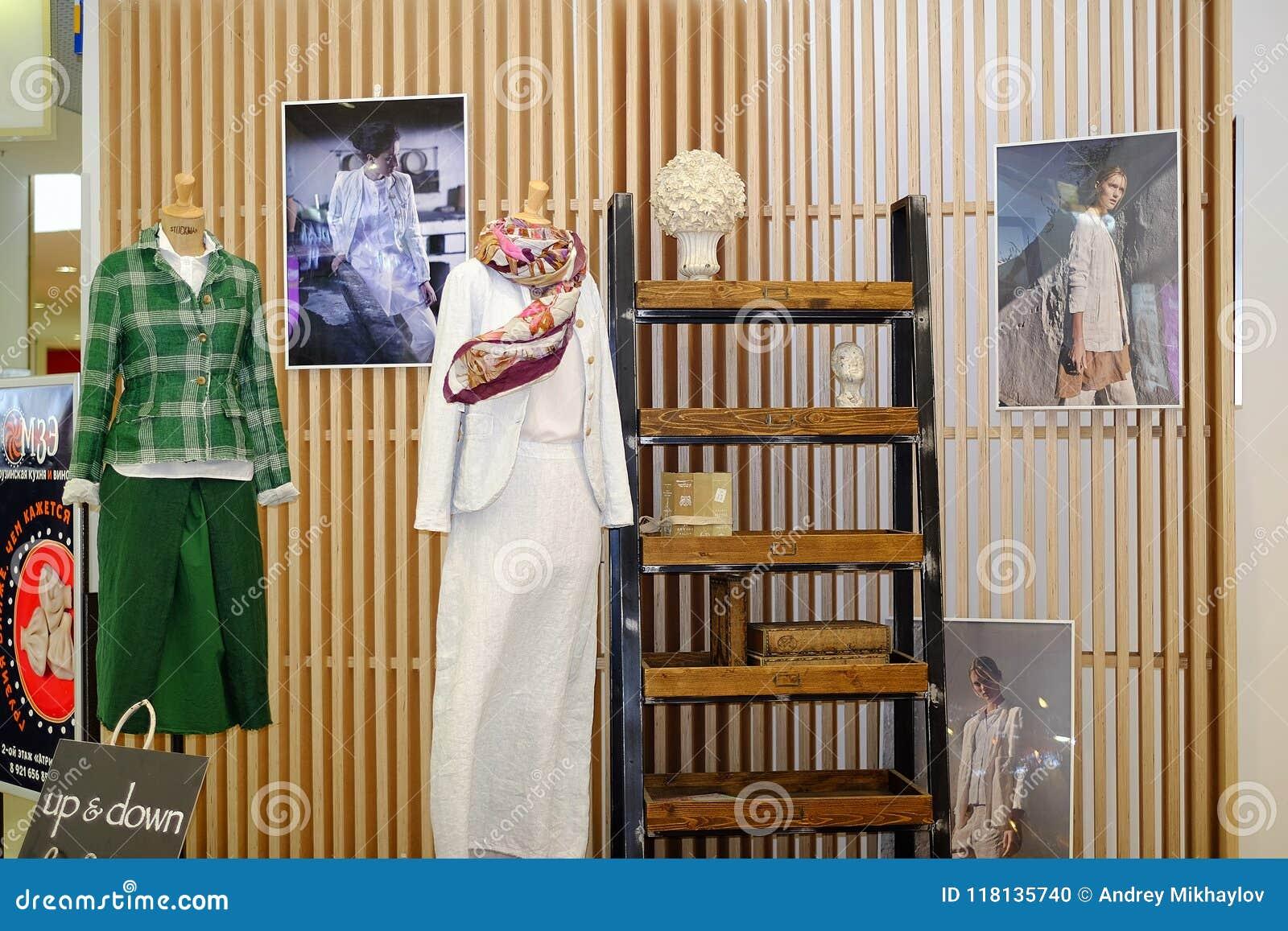 St Petersburg Rosja 05 25 2018 Projektantów ubrania na mannequin