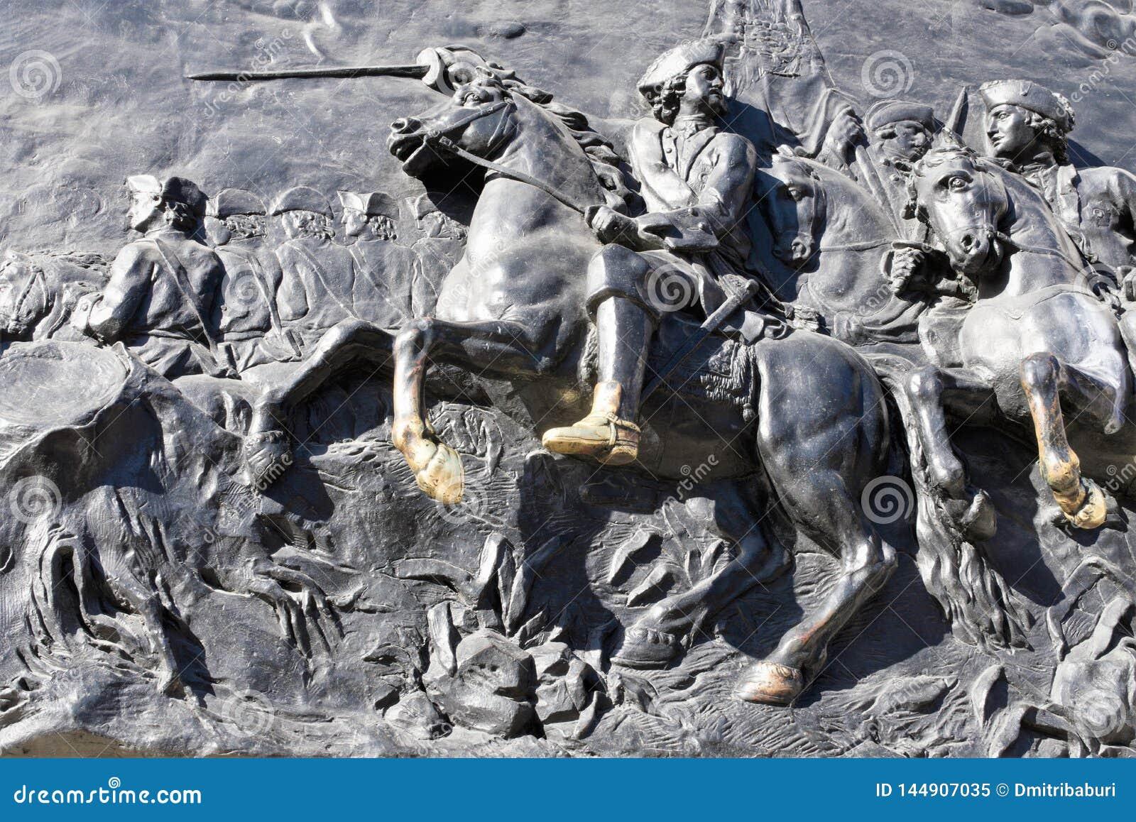 St. Petersburg, Rusland, April 2019 Fragment van een brons bas-hulp van het monument aan Keizer Peter Groot