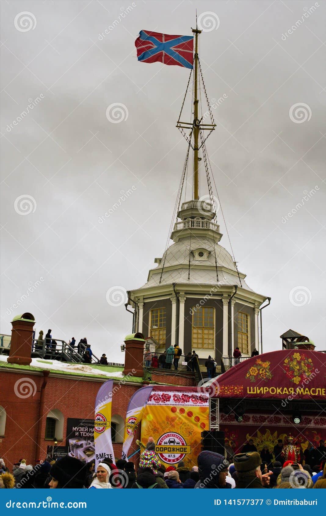 St. Petersburg, Rusland, 10 Maart, 2019 Viering van breed Carnaval, draden van de winter, in Peter en Paul Fortress