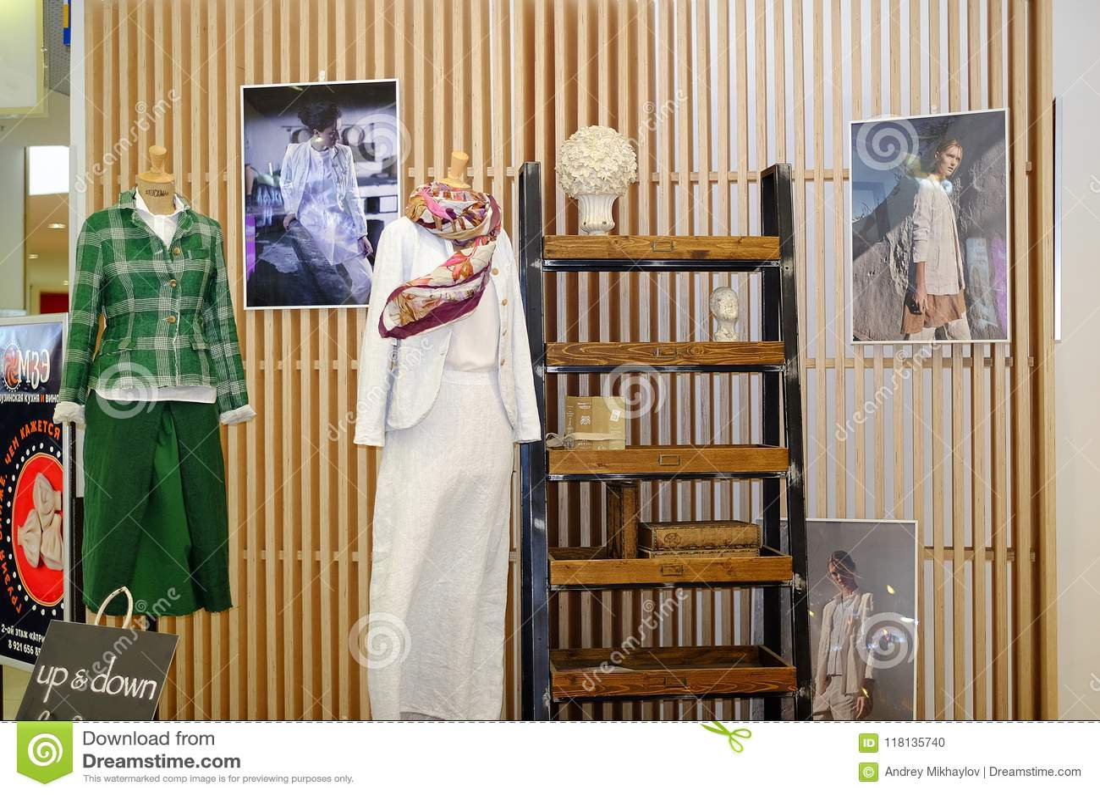 St Petersburg Russie 05 25 2018 Vêtements de haute couture sur un mannequin