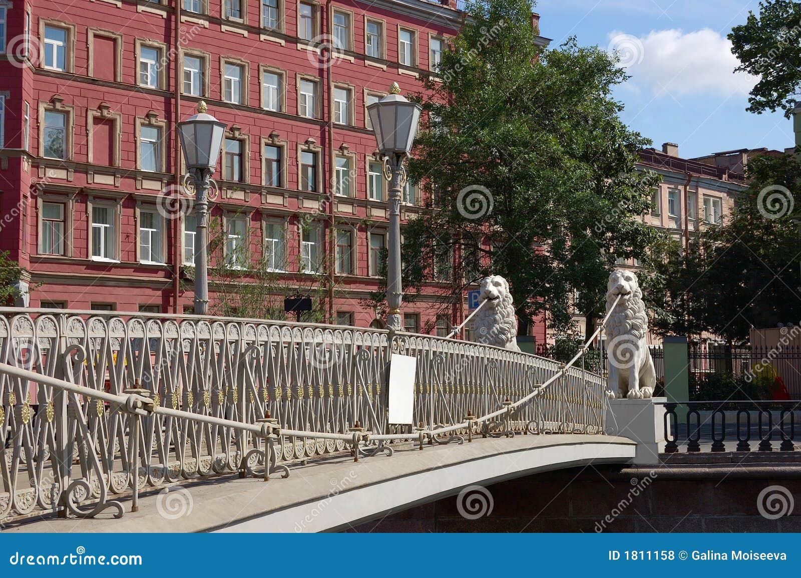 St petersburg s льва моста