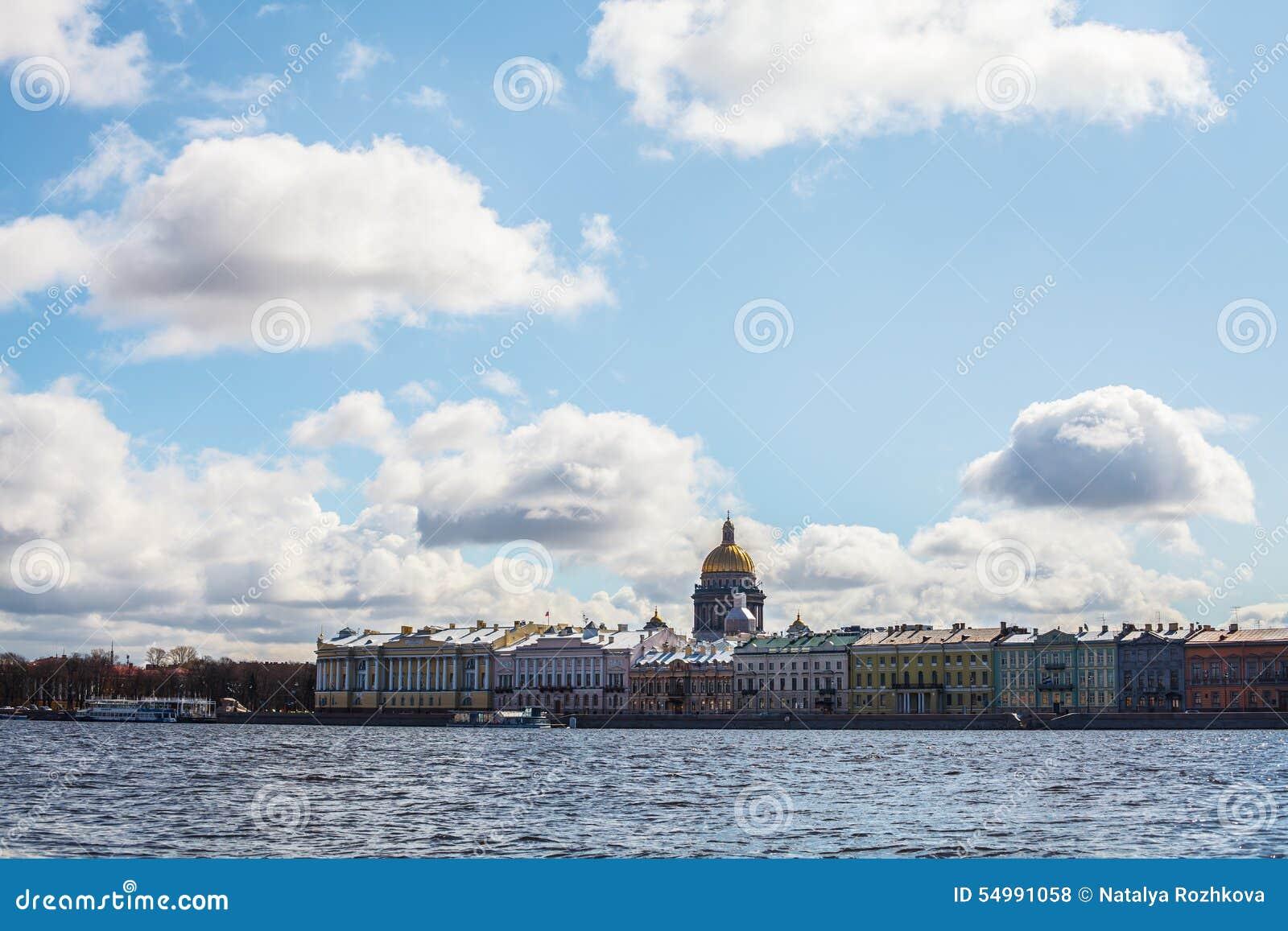 St Petersburg Smolny, den Neva floden