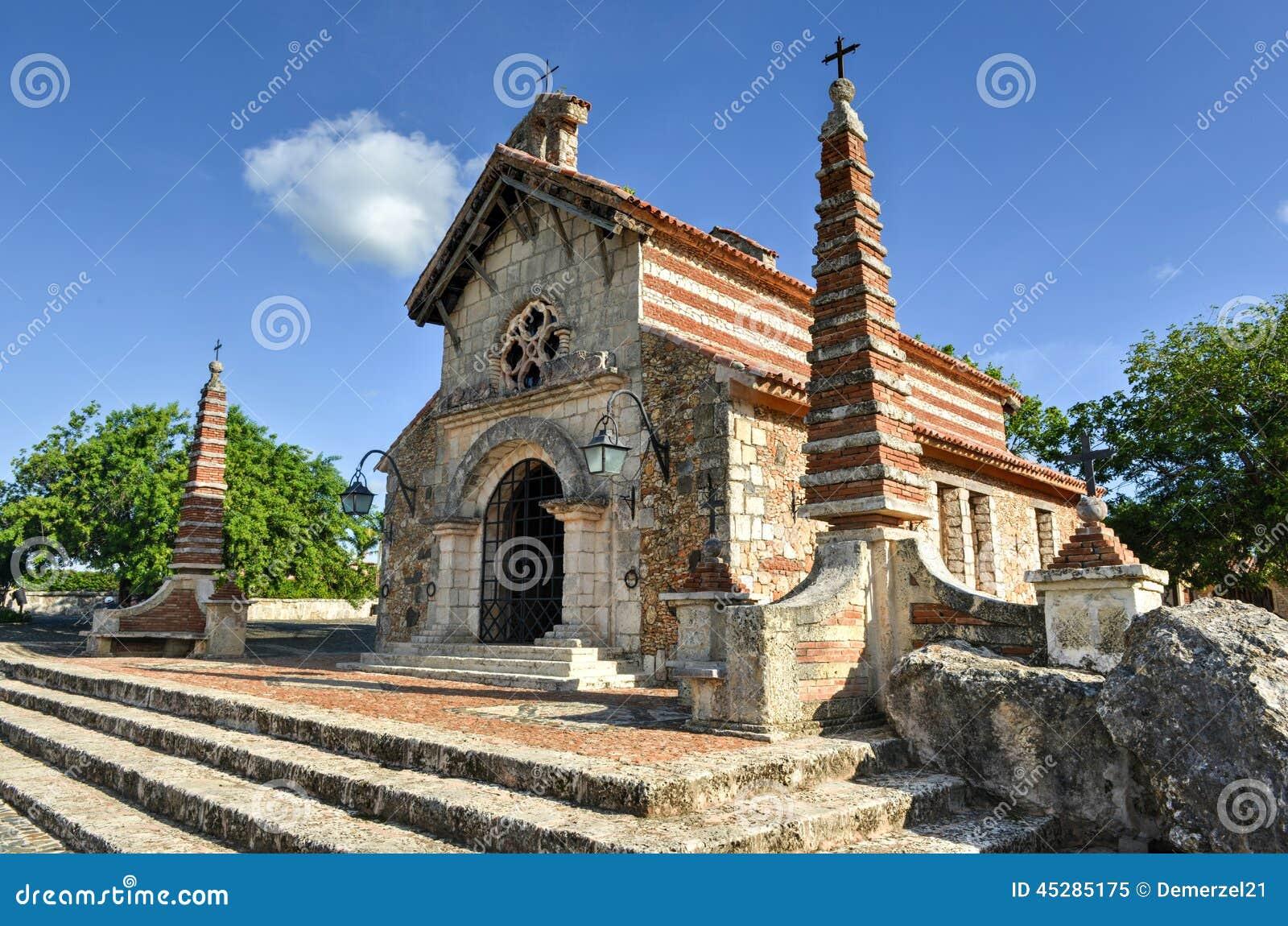 St Stanislaus Church, Altos de Chavon, La Romana, dominicain au sujet de