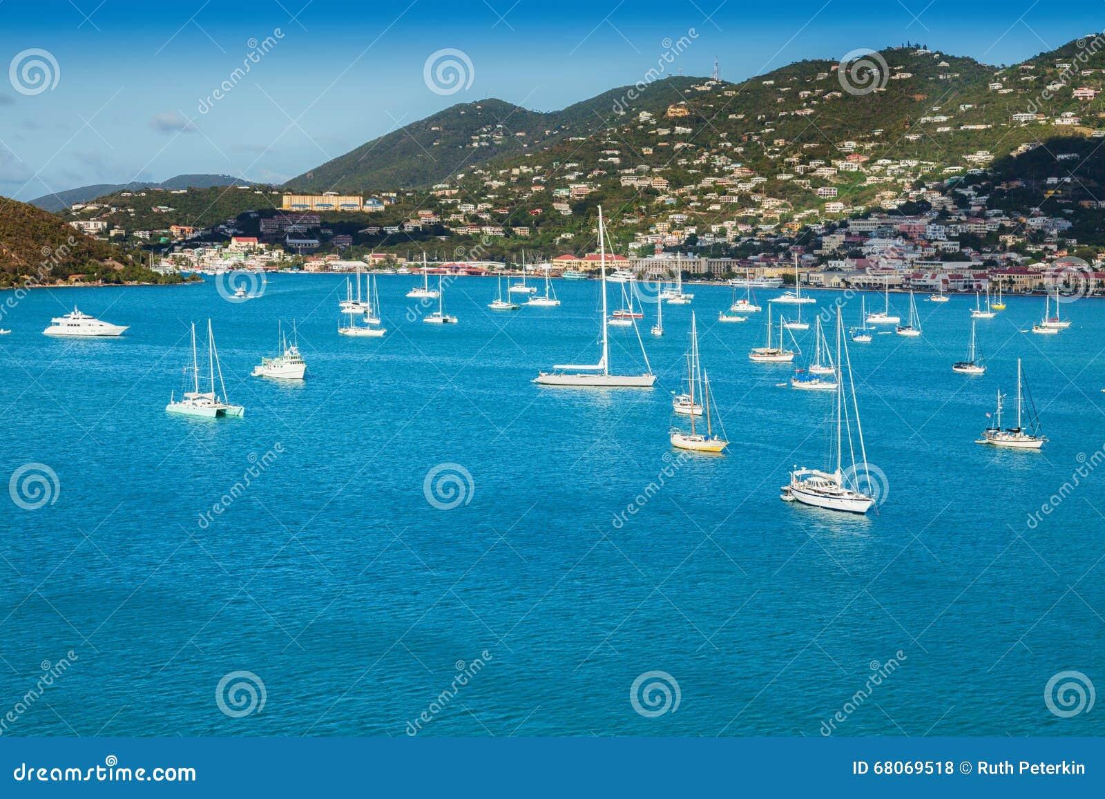 St Thomas Harbor och karibisk ö
