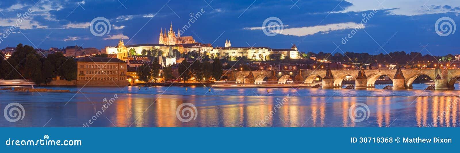 St Vitus Cathedral, het Kasteel van Praag en Charles Bridge