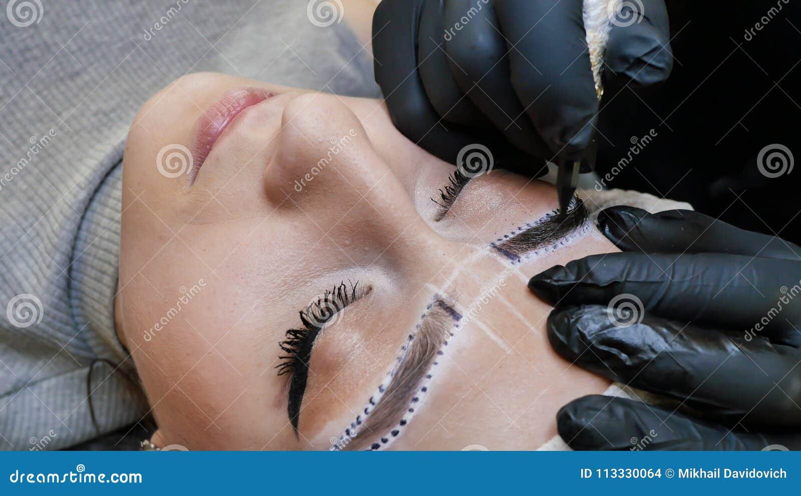 Stały Makeup Stały Tatuować Brwi Cosmetologist Stosuje Stałego