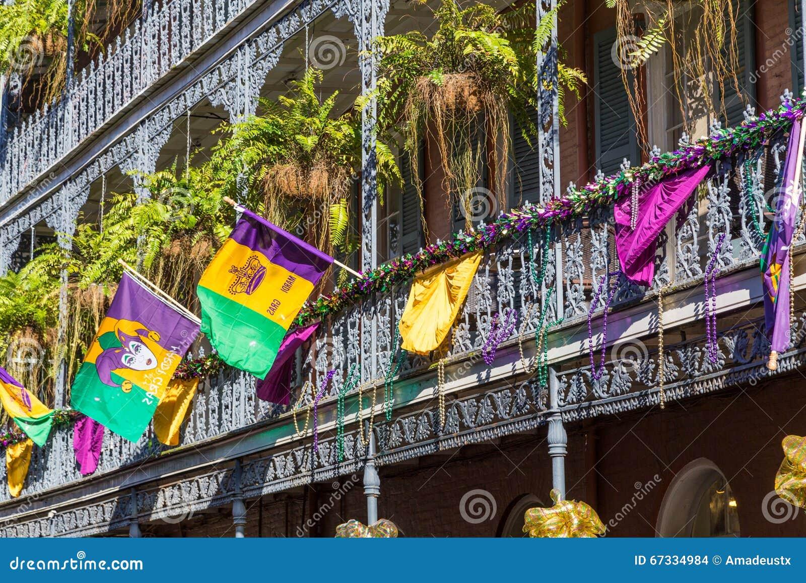 Staalfabriekgalerijen op de Straten van Frans die Kwart voor Mardi Gras in New Orleans, Louisiane worden verfraaid