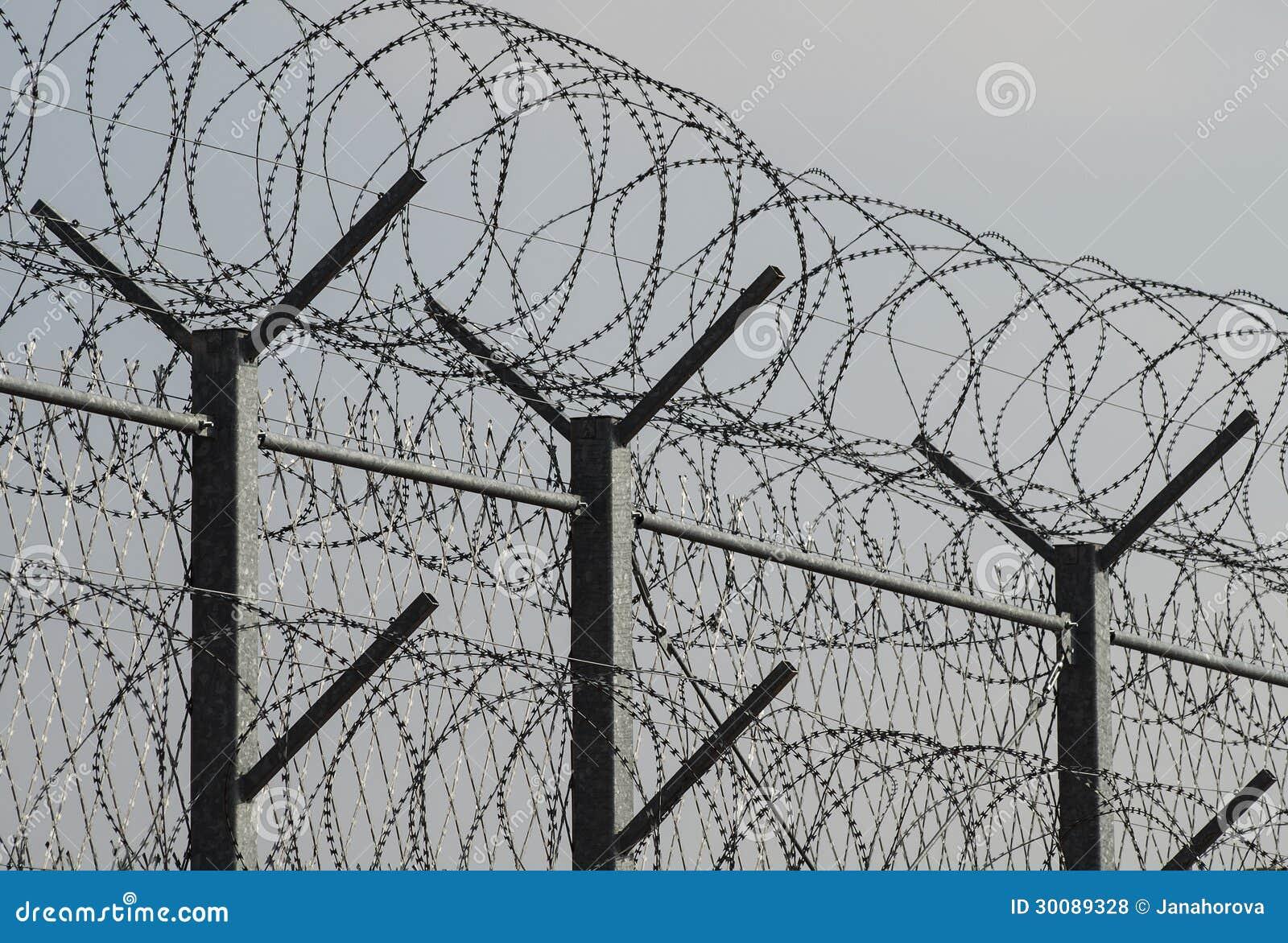Stacheldraht stockfoto. Bild von draht, gefängnis, sicherheit - 30089328