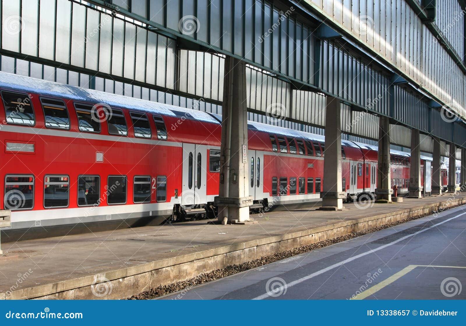 Stacja kolorowy pociąg