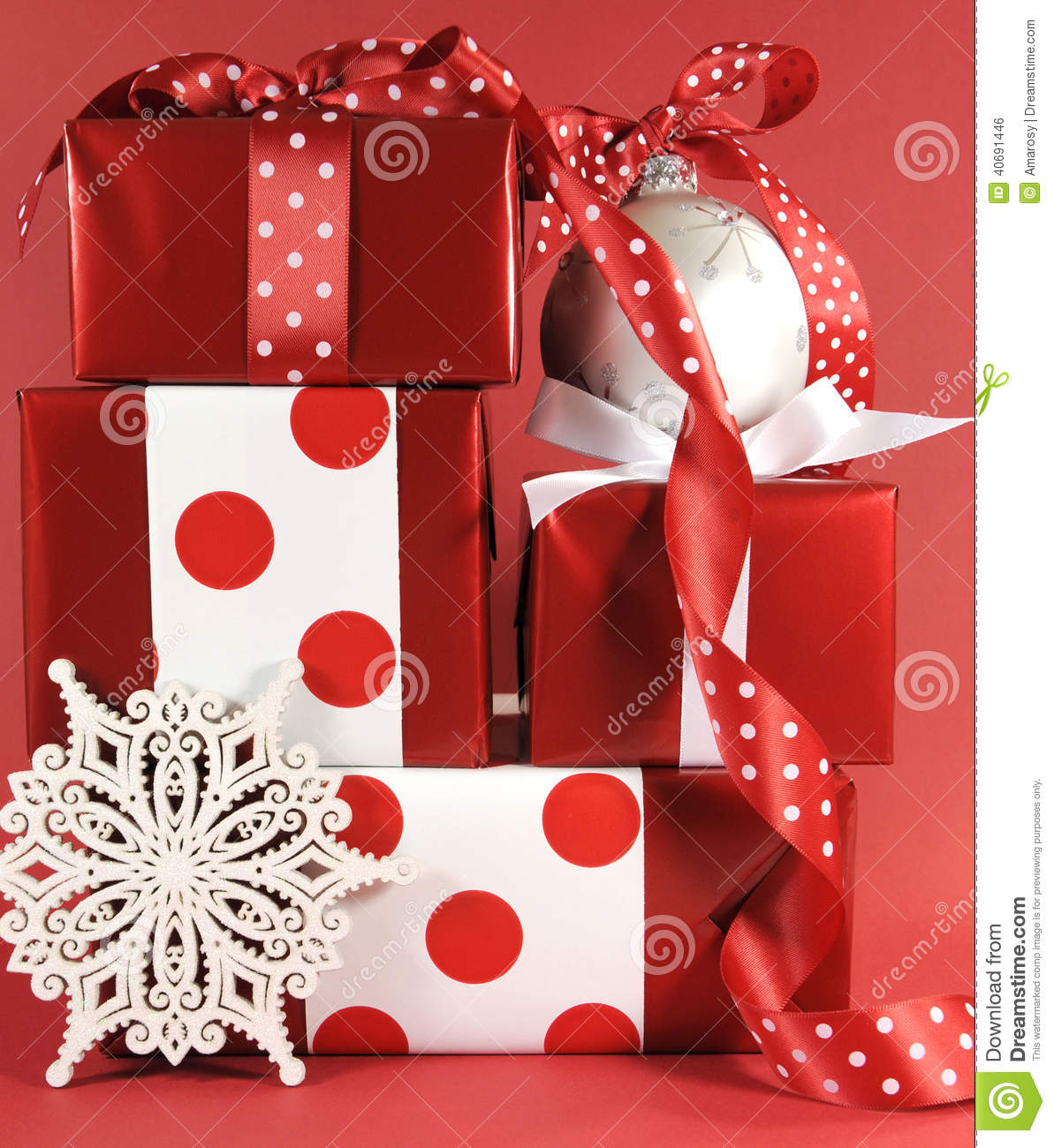 Polka dot christmas ornaments - Stack Of Red And White Polka Dot Theme Festive Gift Box Presents With Ornaments