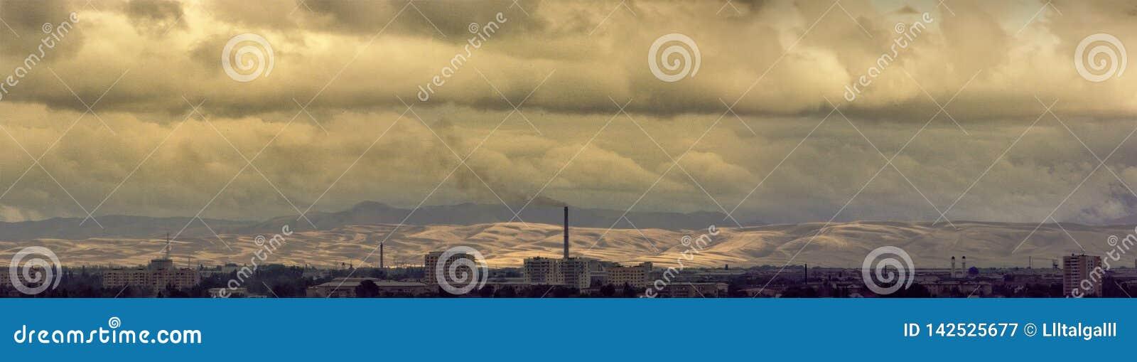 Stad ?Taldykorgan ? Panoramisch beeld bewolkte dag De Republiek Kazachstan