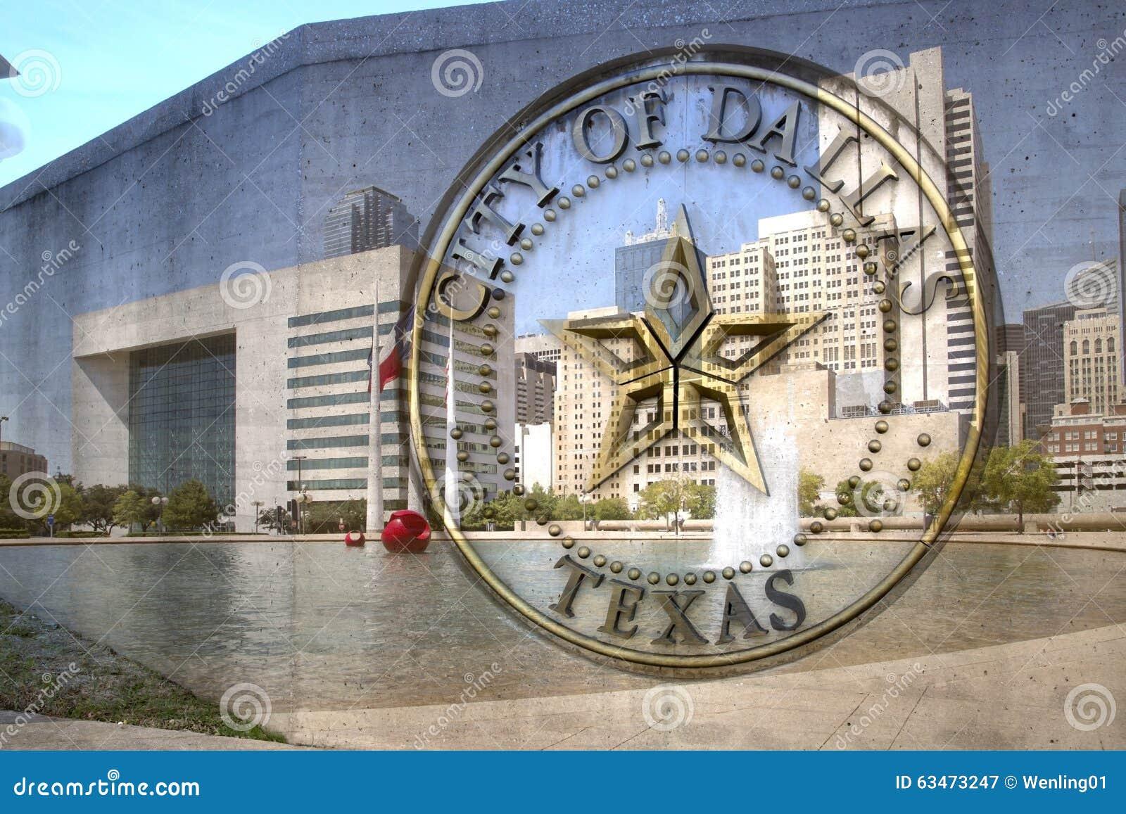 Stad av det Dallas TX tecknet och stadshuset