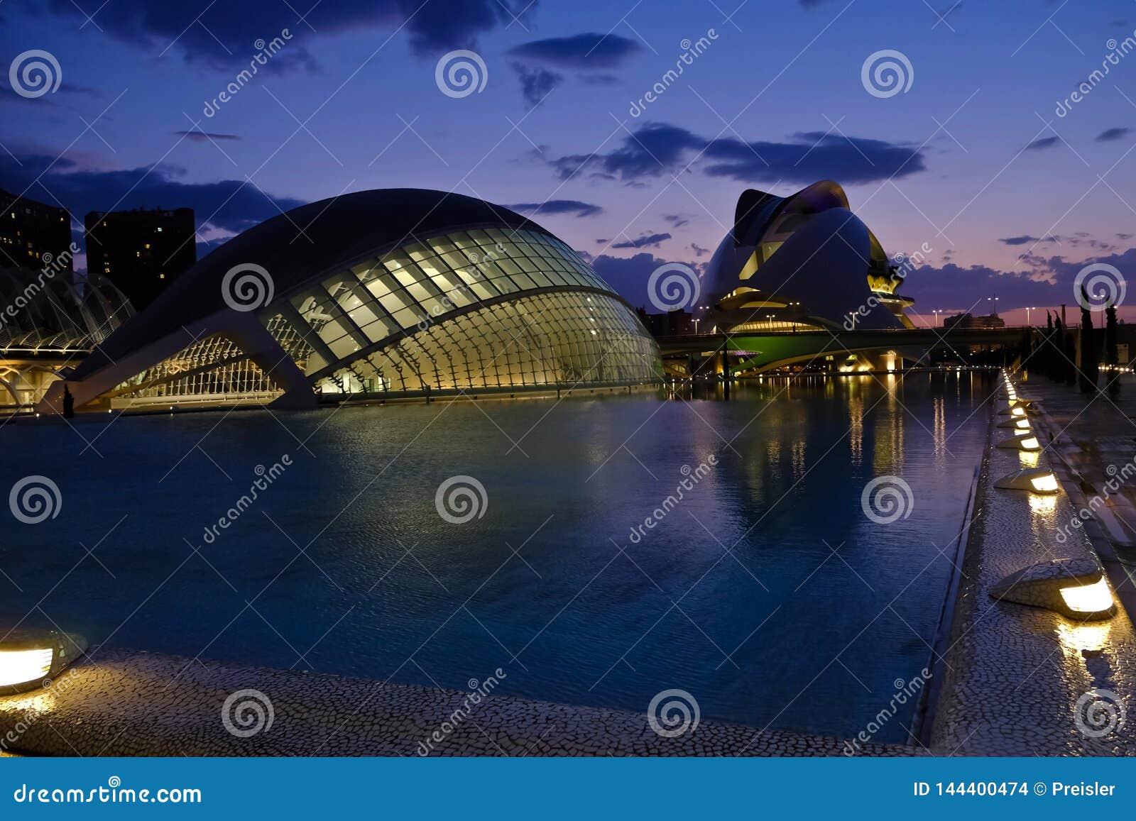 Stad av konster och vetenskaper på skymning, Valencia, Spanien