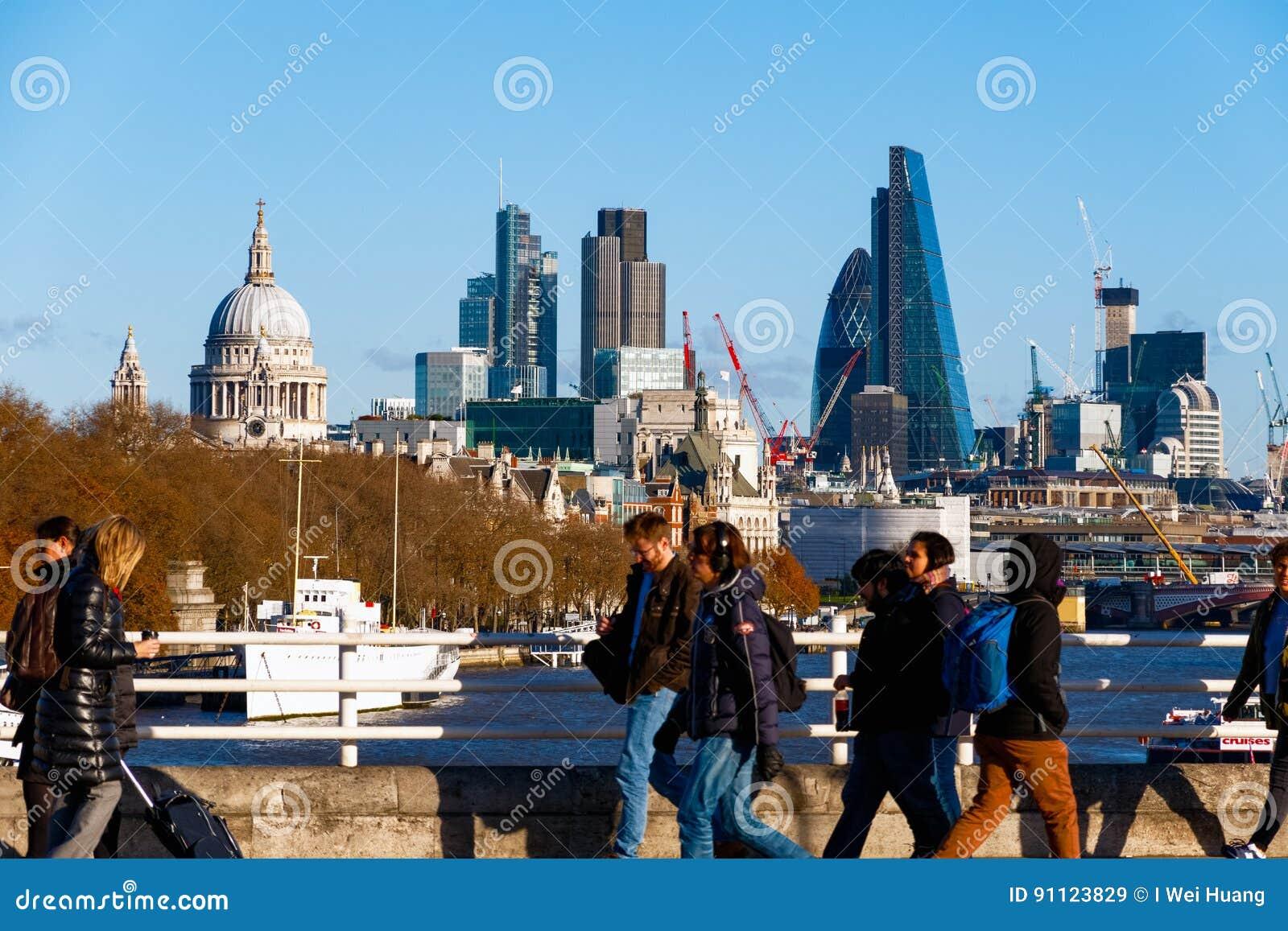 Stad av London som ses från den Waterloo bron
