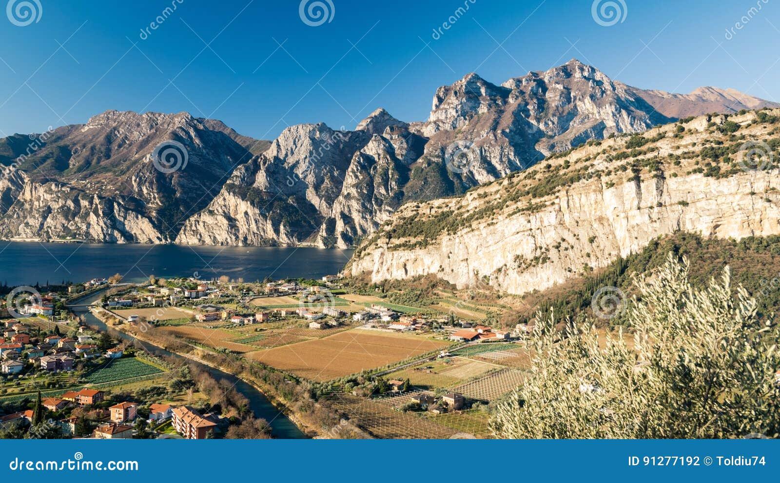 Stad av Riva del Garda, sjö Garda, Italien