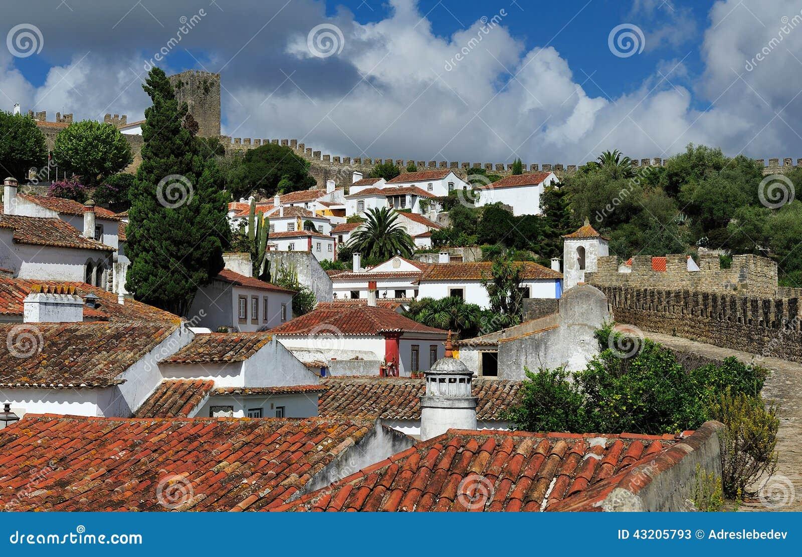 Download Stad Inom Slottväggar, Obidos, Portugal Fotografering för Bildbyråer - Bild av kyrka, berömdt: 43205793