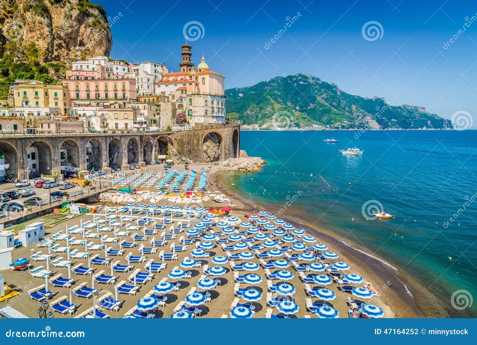 Stad van Atrani, Amalfi Kust, Campania, Italië