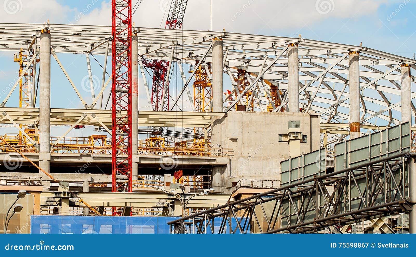 stade de football de chantier grues, crochet, bride de câble