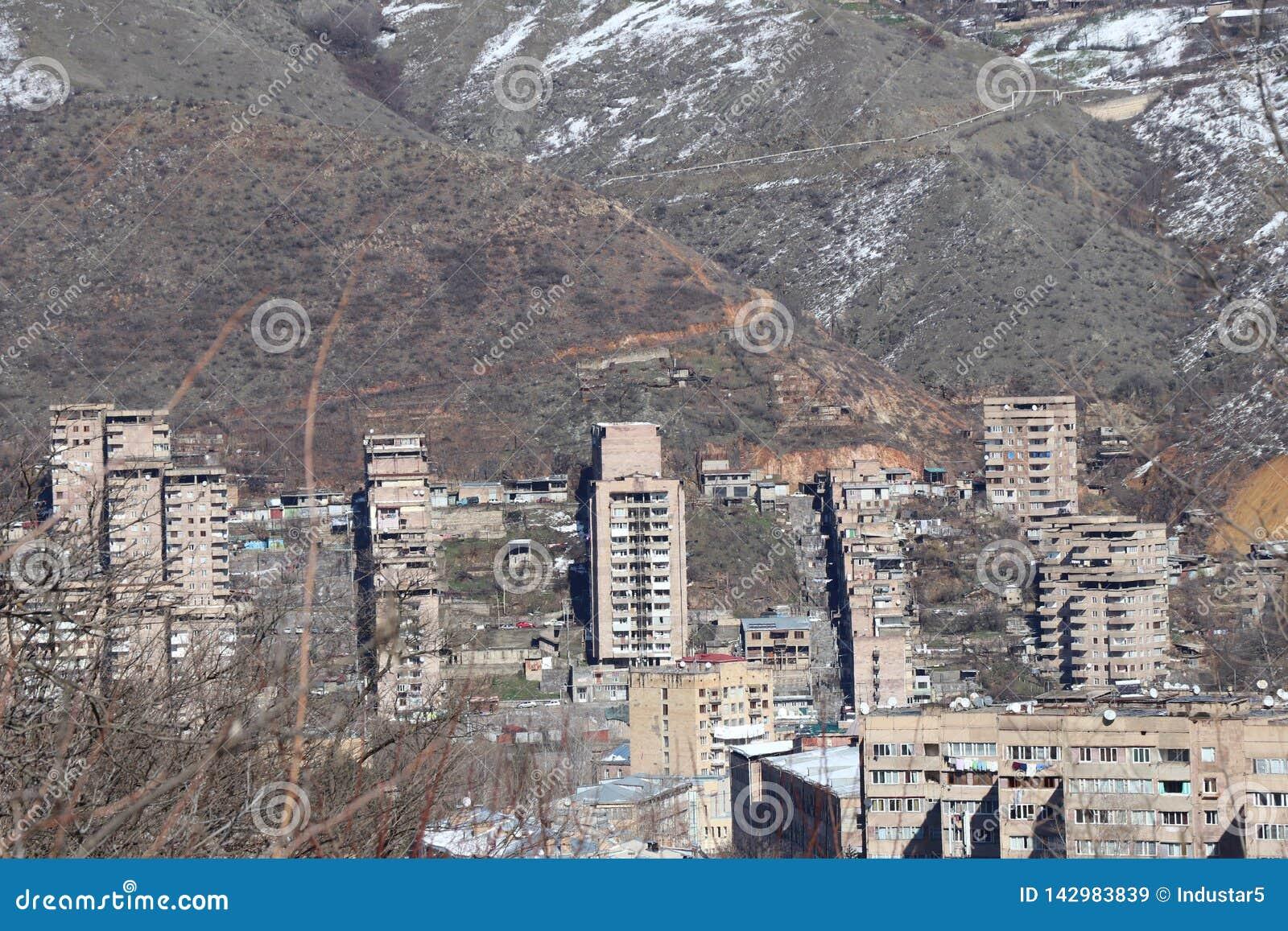 Staden av Kapan i sydliga Armenien