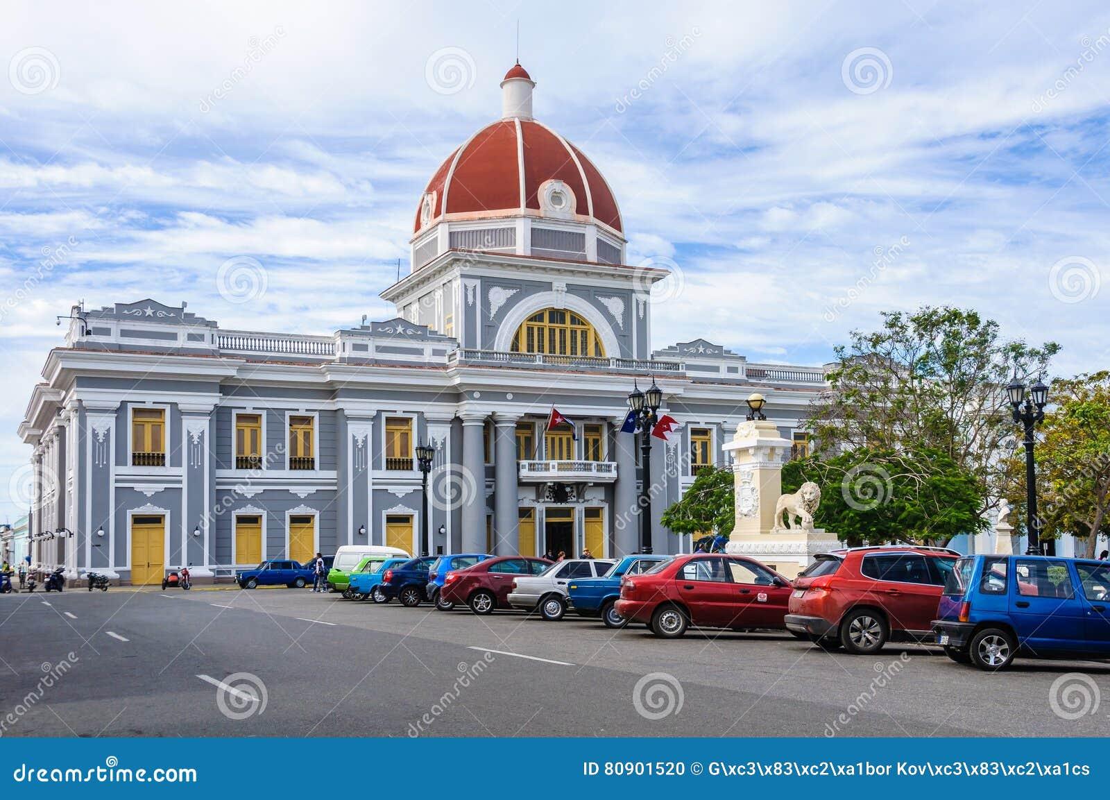 Stadhuis in Jose Marti Park in Cienfuegos, Cuba