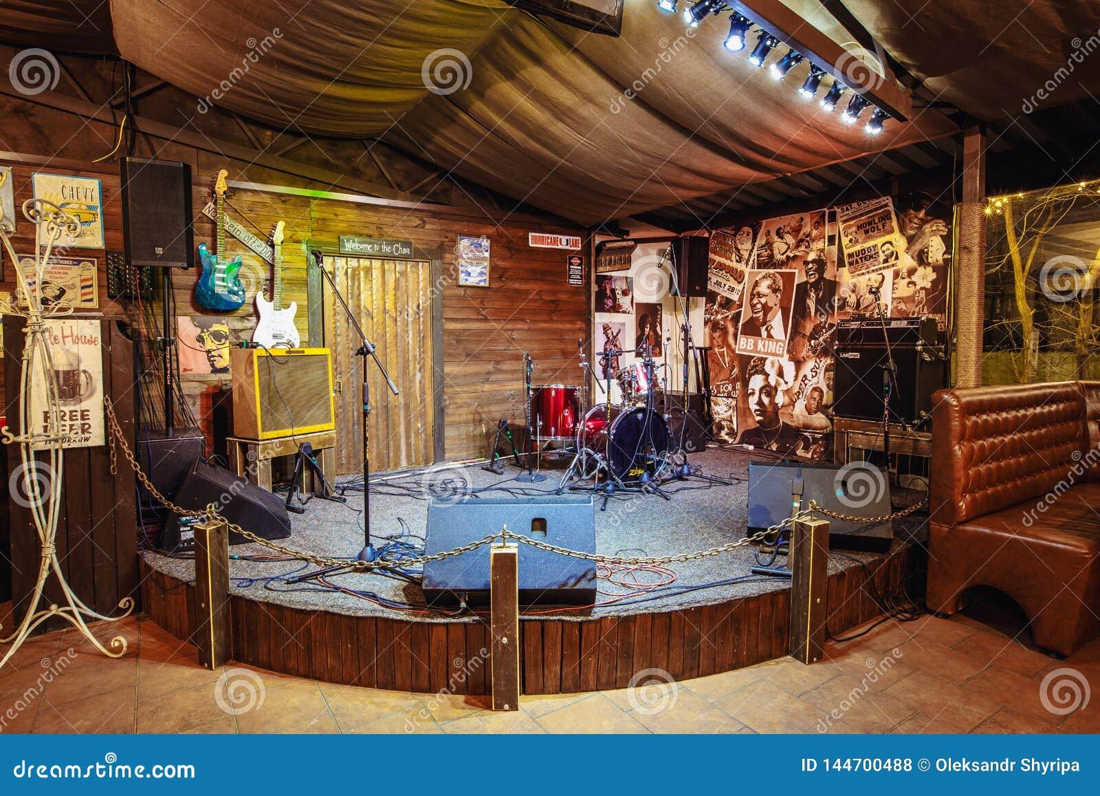 Stadium voor musici in een bierbar