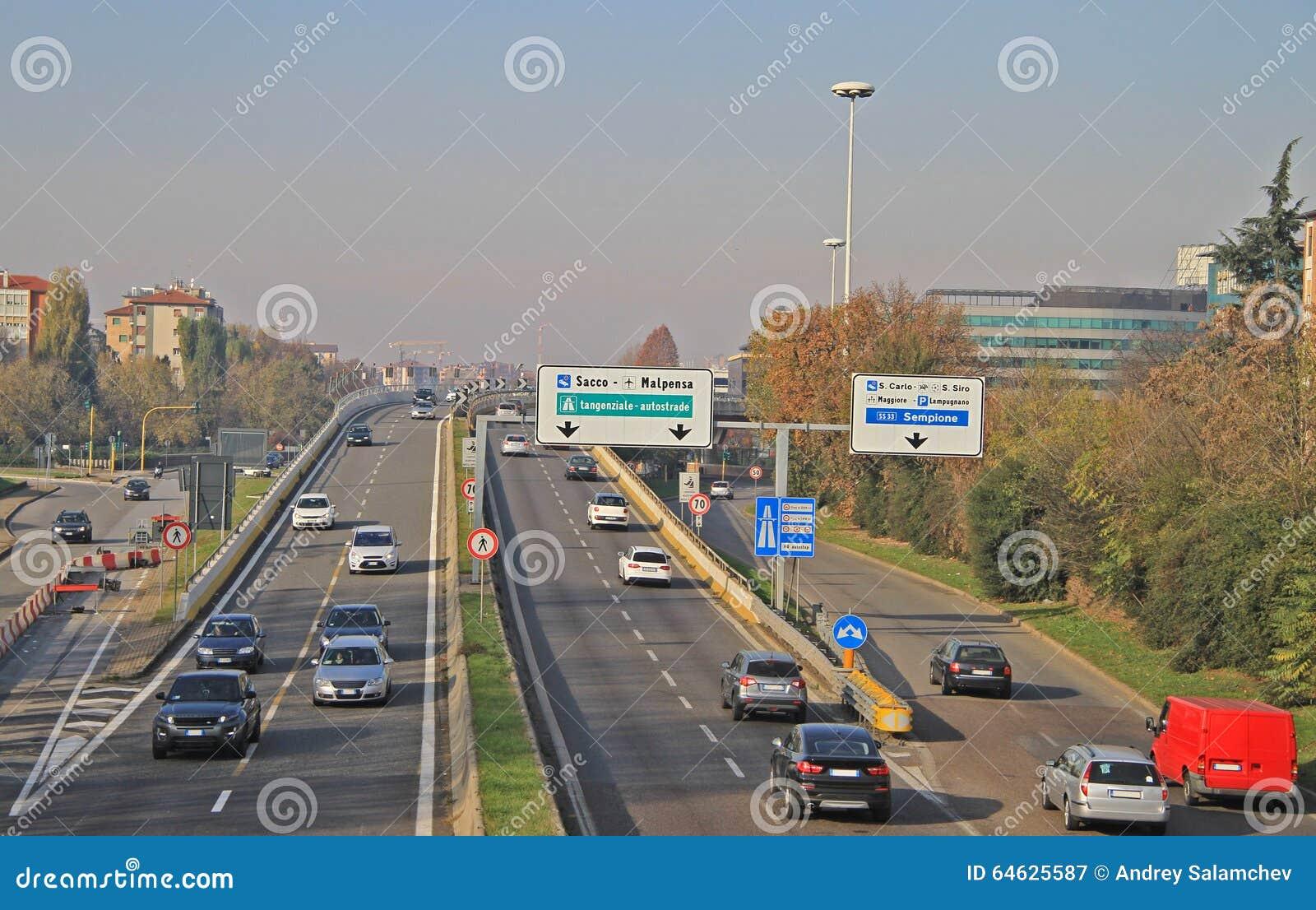 Stads- motorway i Milan, Italien