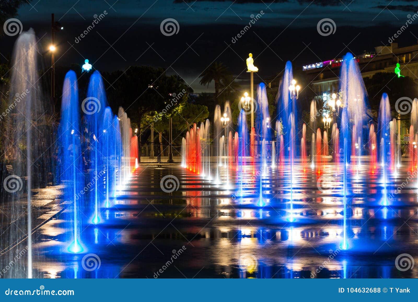 Download Stads 's Nachts Fontein In Het Water Van De Plaatsmassena Van Nice Frankrijk Stock Foto - Afbeelding bestaande uit nacht, zuiden: 104632688