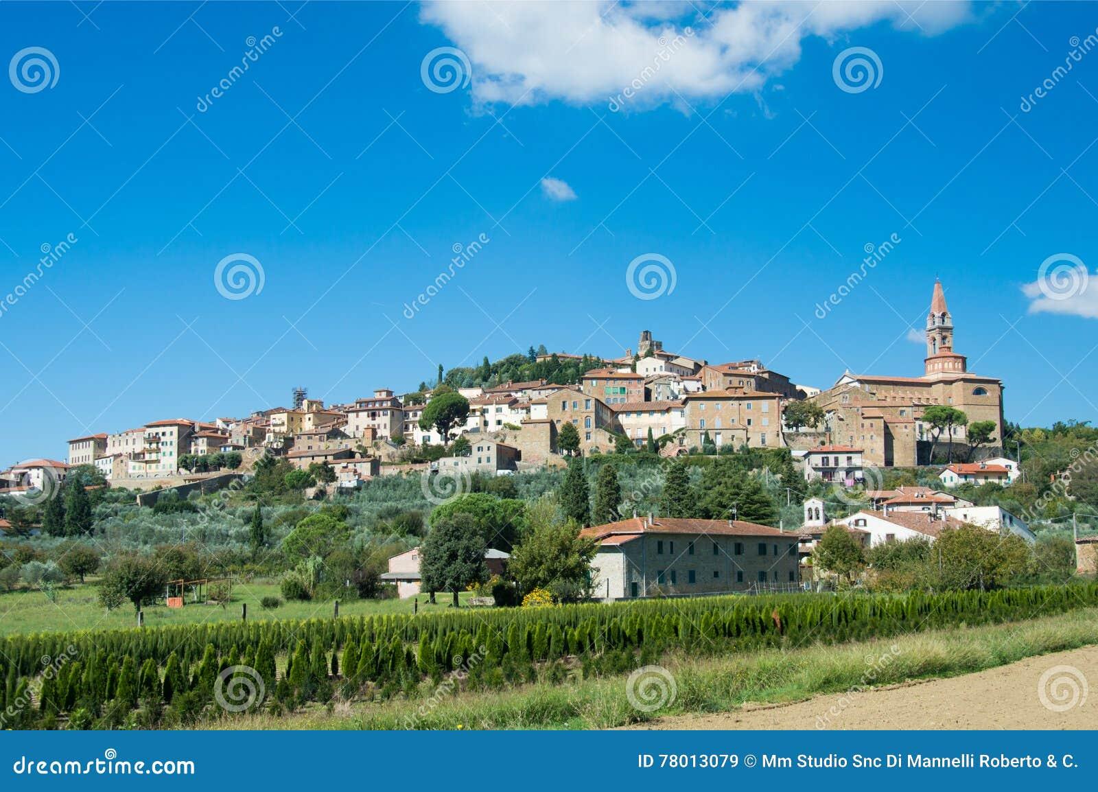 Stadsväggarna av Castiglion Fiorentino i Tuscany