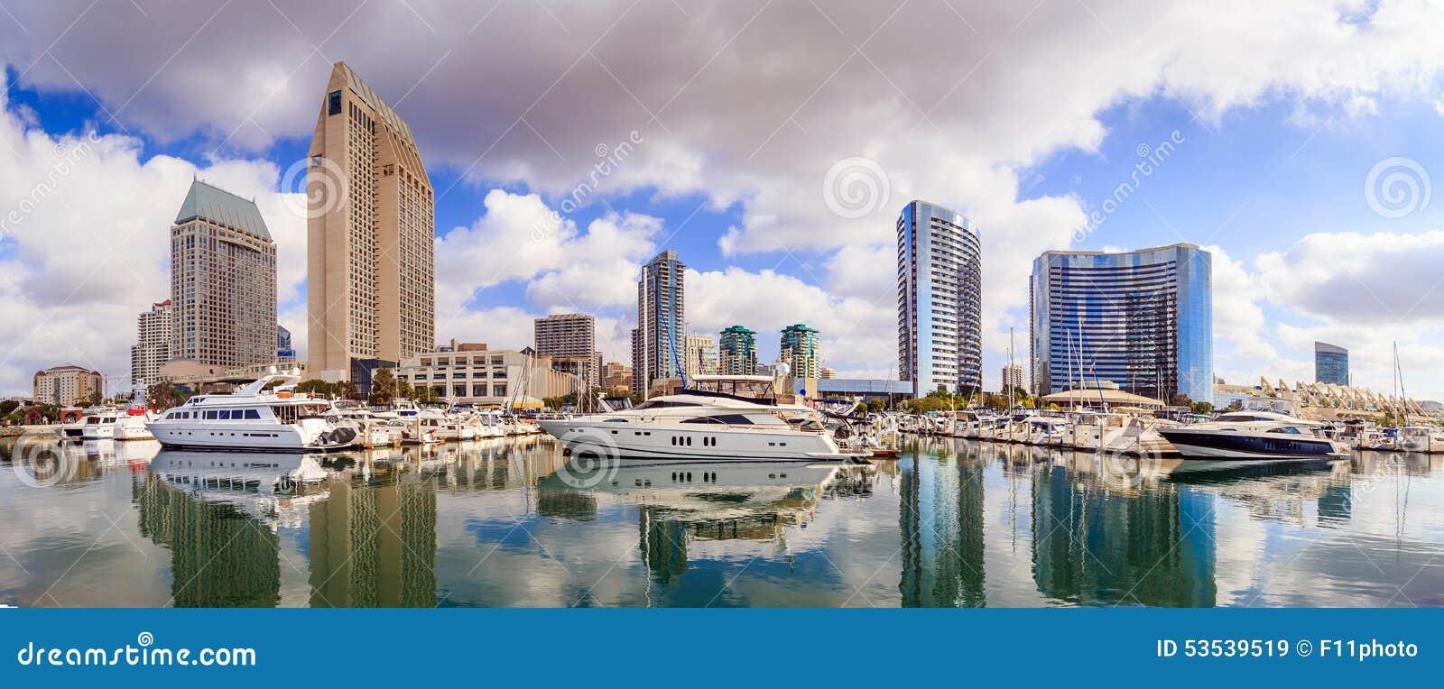 Stadt-Ansicht mit Marina Bay in San Diego, Kalifornien