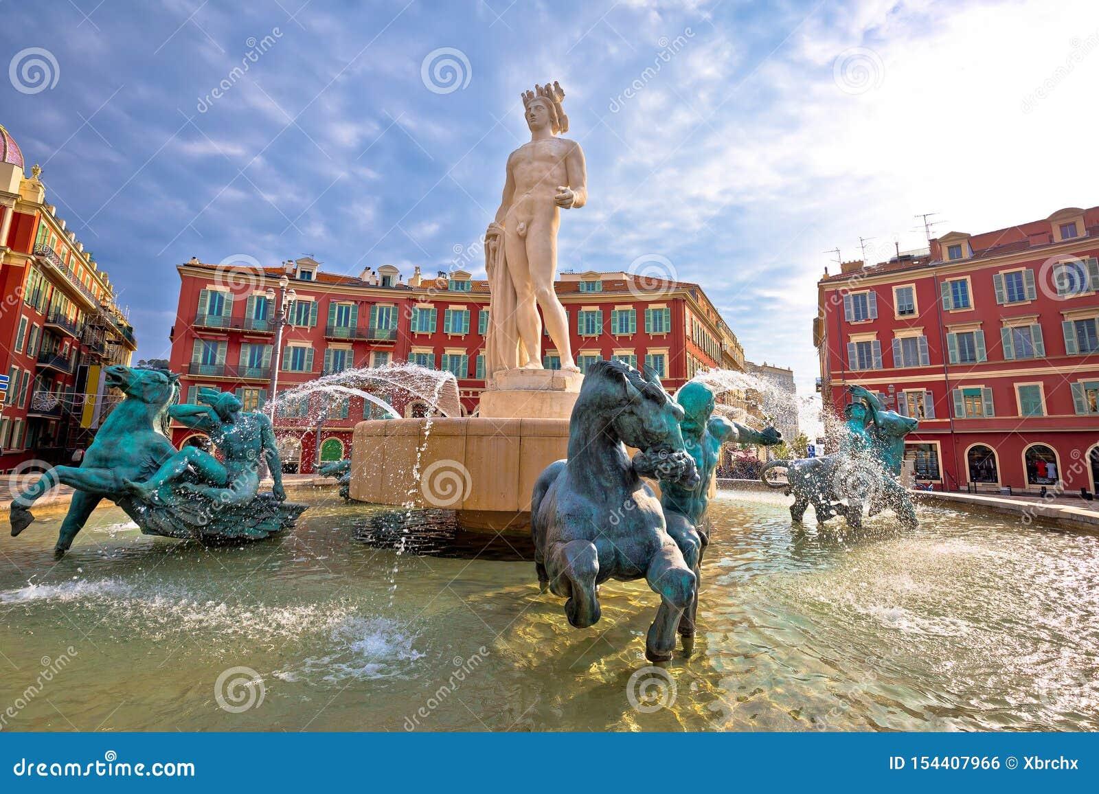 Stadt der Nizza Platz Massena-Quadrats und Ansicht Fountain du Soleil, touristischer Bestimmungsort von französischem Riviera